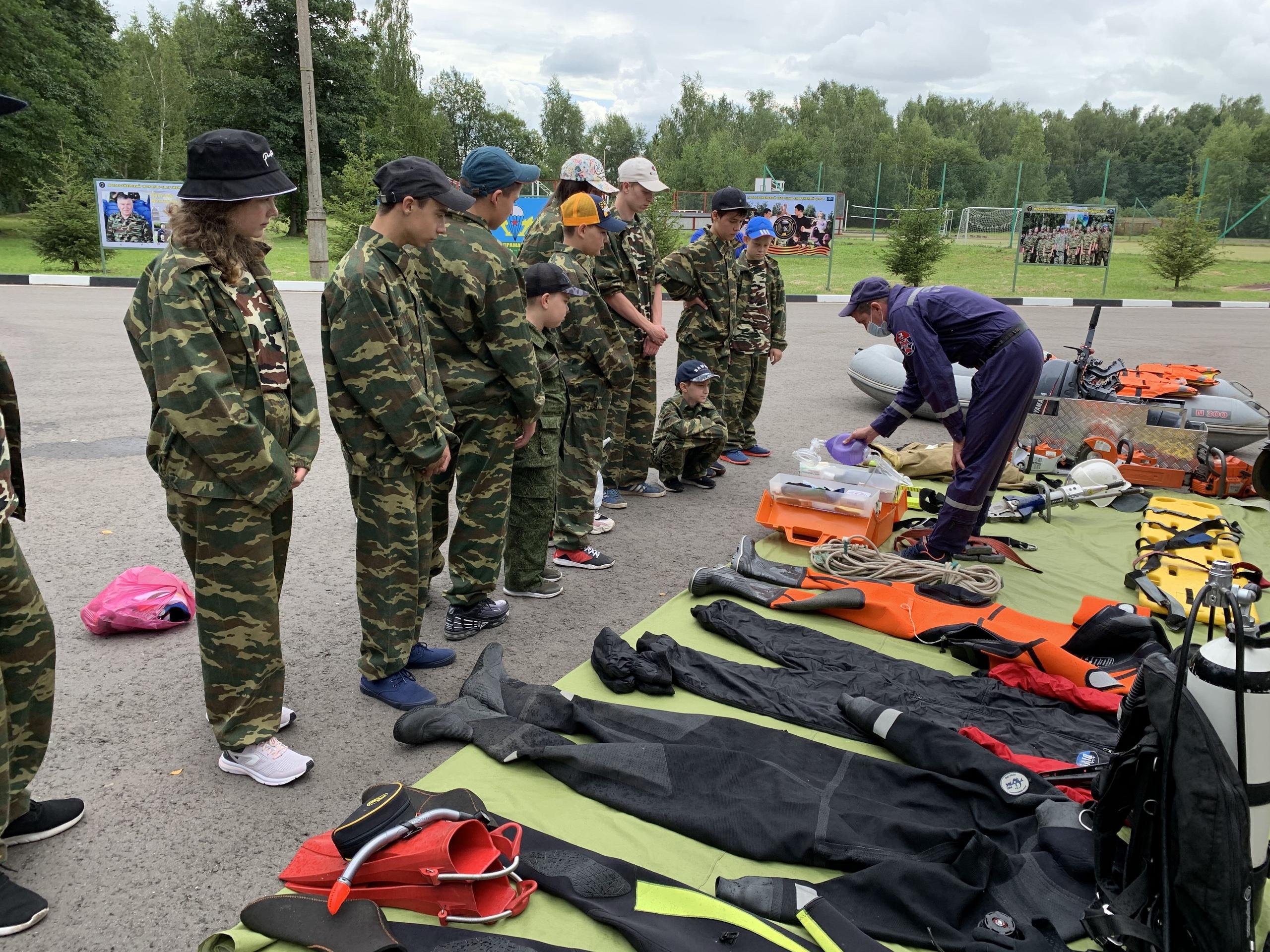Спасатели провели профилактическое занятие в детском лагере в Щаповском