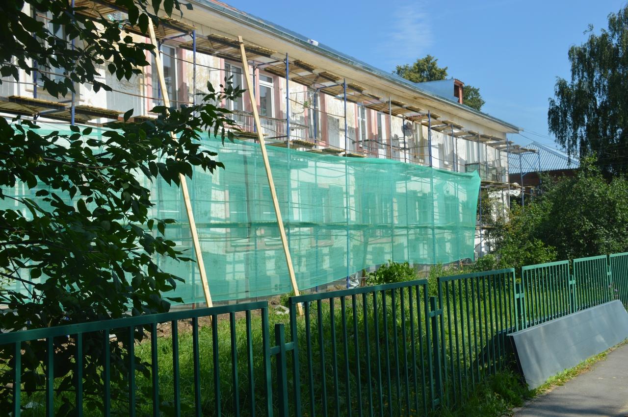 Новый этап обновления фасадов многоквартирных домов начали в Марушкинском