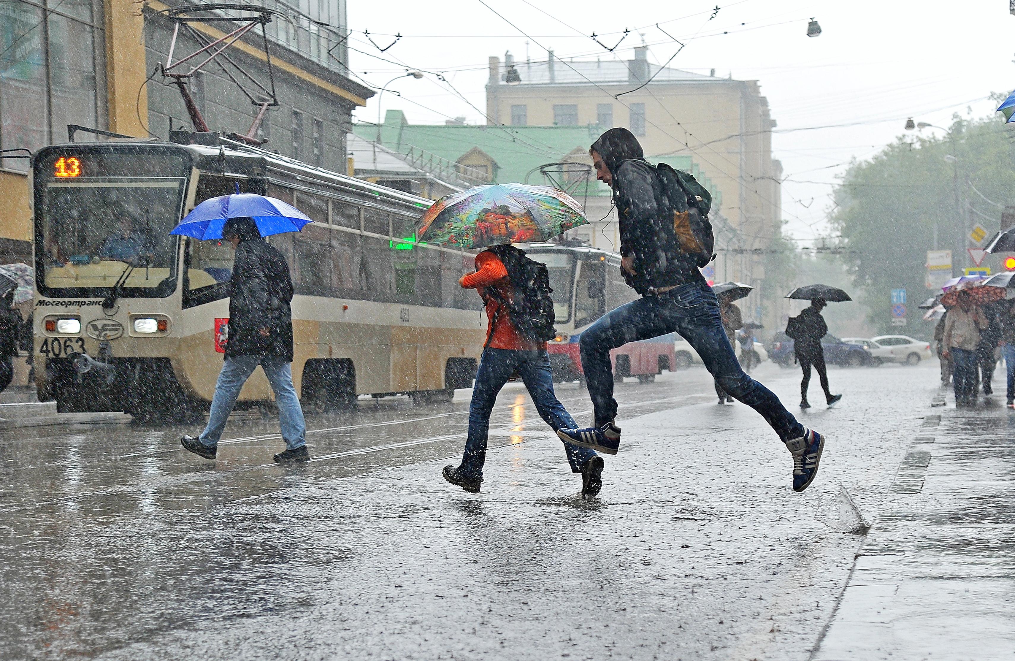 Дождь: власти Москвы призвали водителей пересесть на автобусы