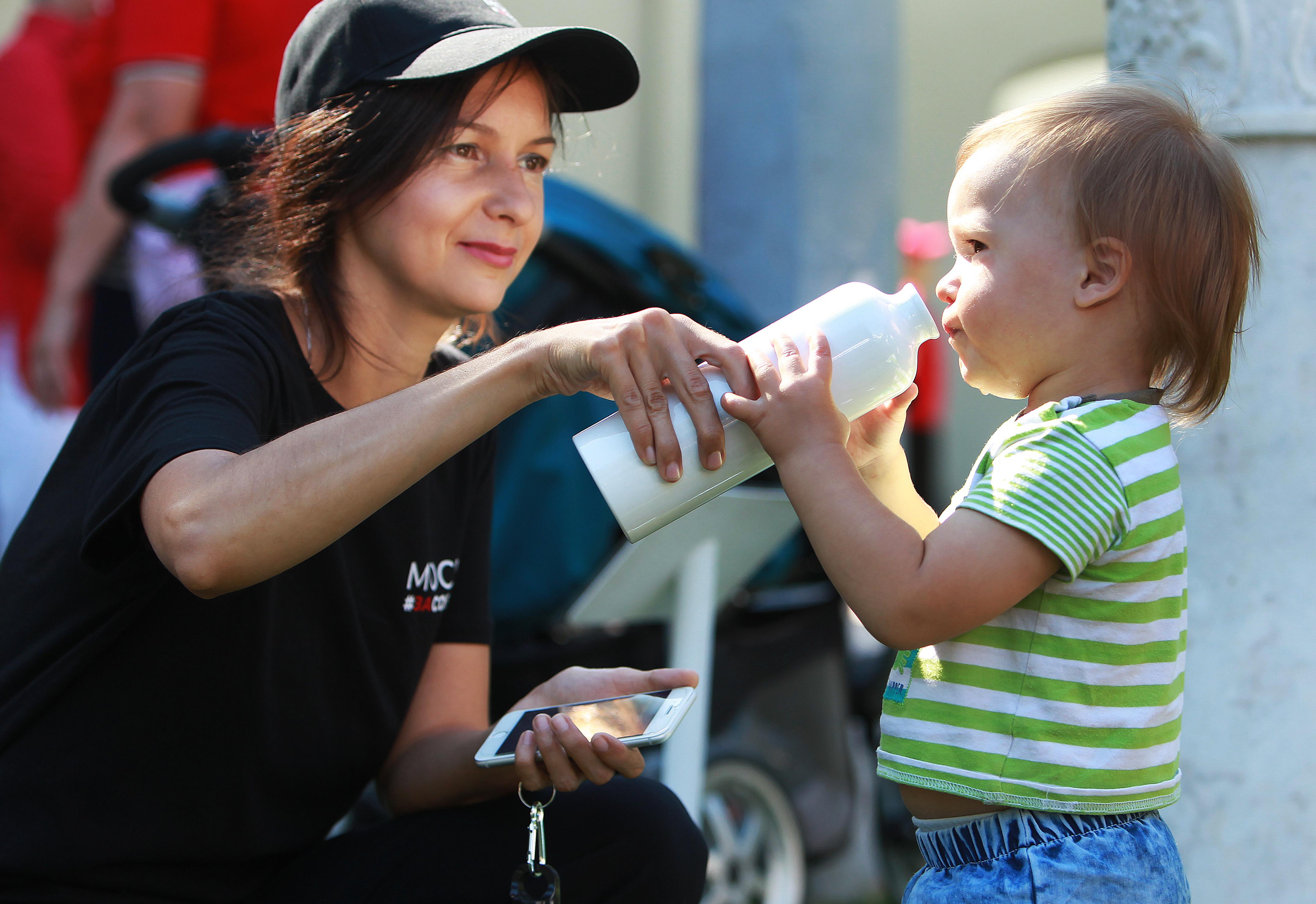 Более 300 москвичей ежемесячно получают питание в молочно-раздаточных пунктах