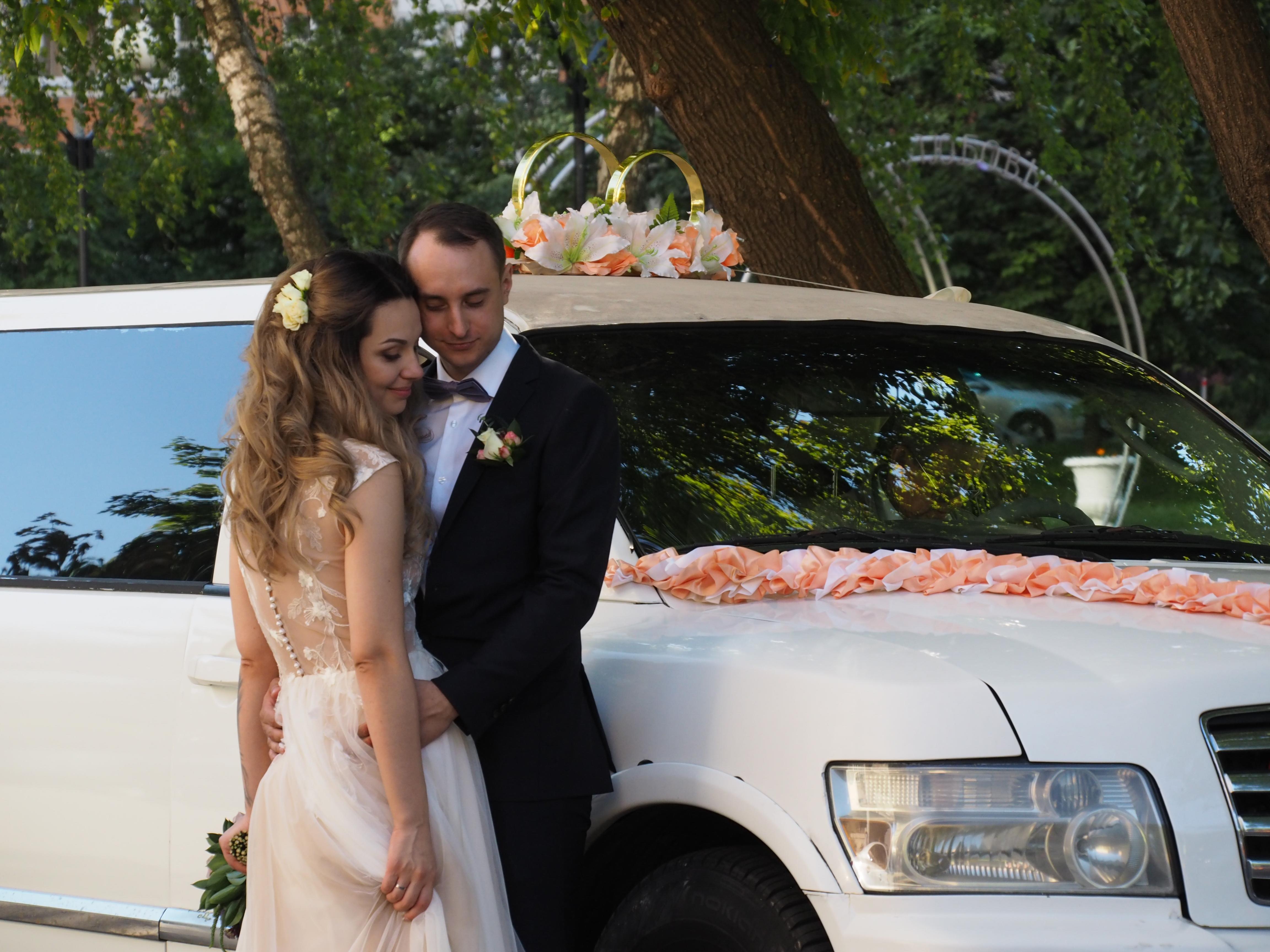 Около 650 пар узаконили отношения в Медовый Спас в Москве
