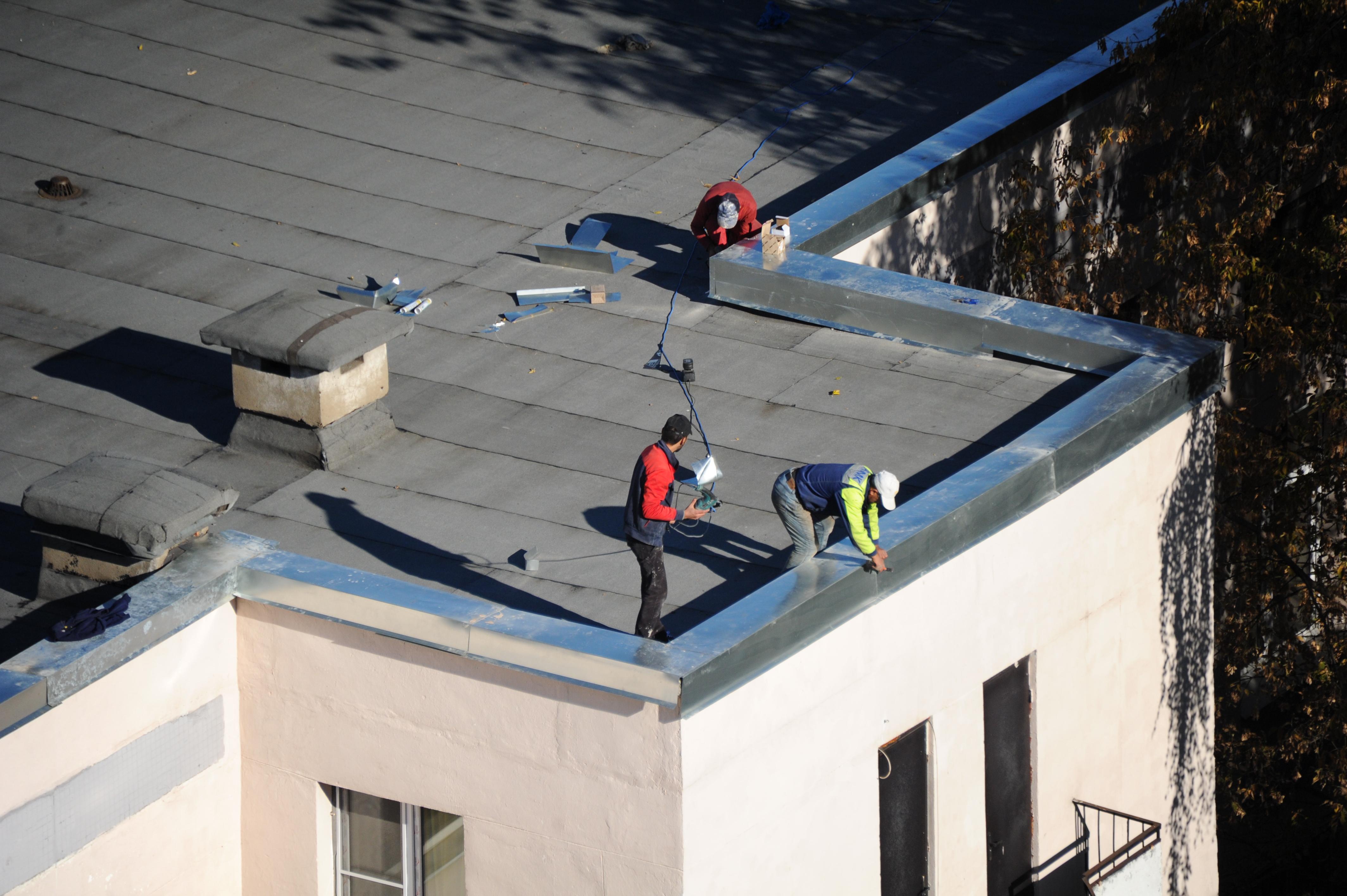 Новые крыши: очередной этап капитального ремонта стартовал в Марушкинском