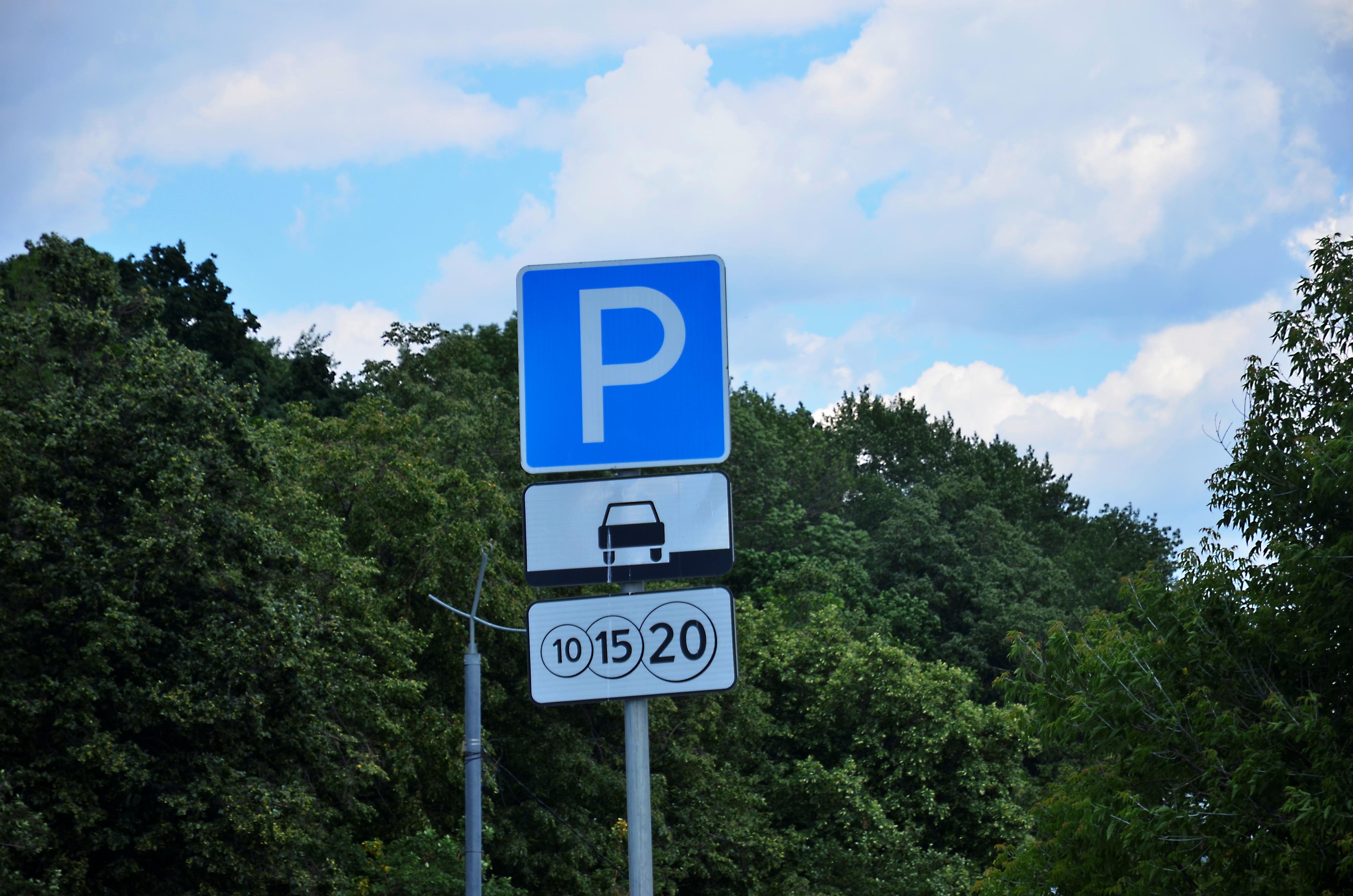 Площадь автомобильной парковки в Десеновском составила почти 1000 «квадратов»