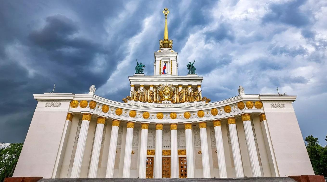 Синоптики предупредили москвичей о дождях и грозах