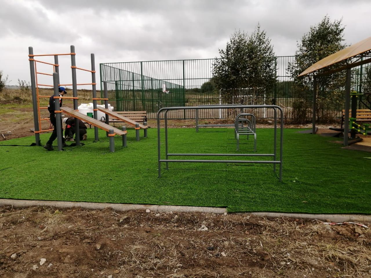 Искусственное покрытие постелют на новой спортивной площадке в Кленовском