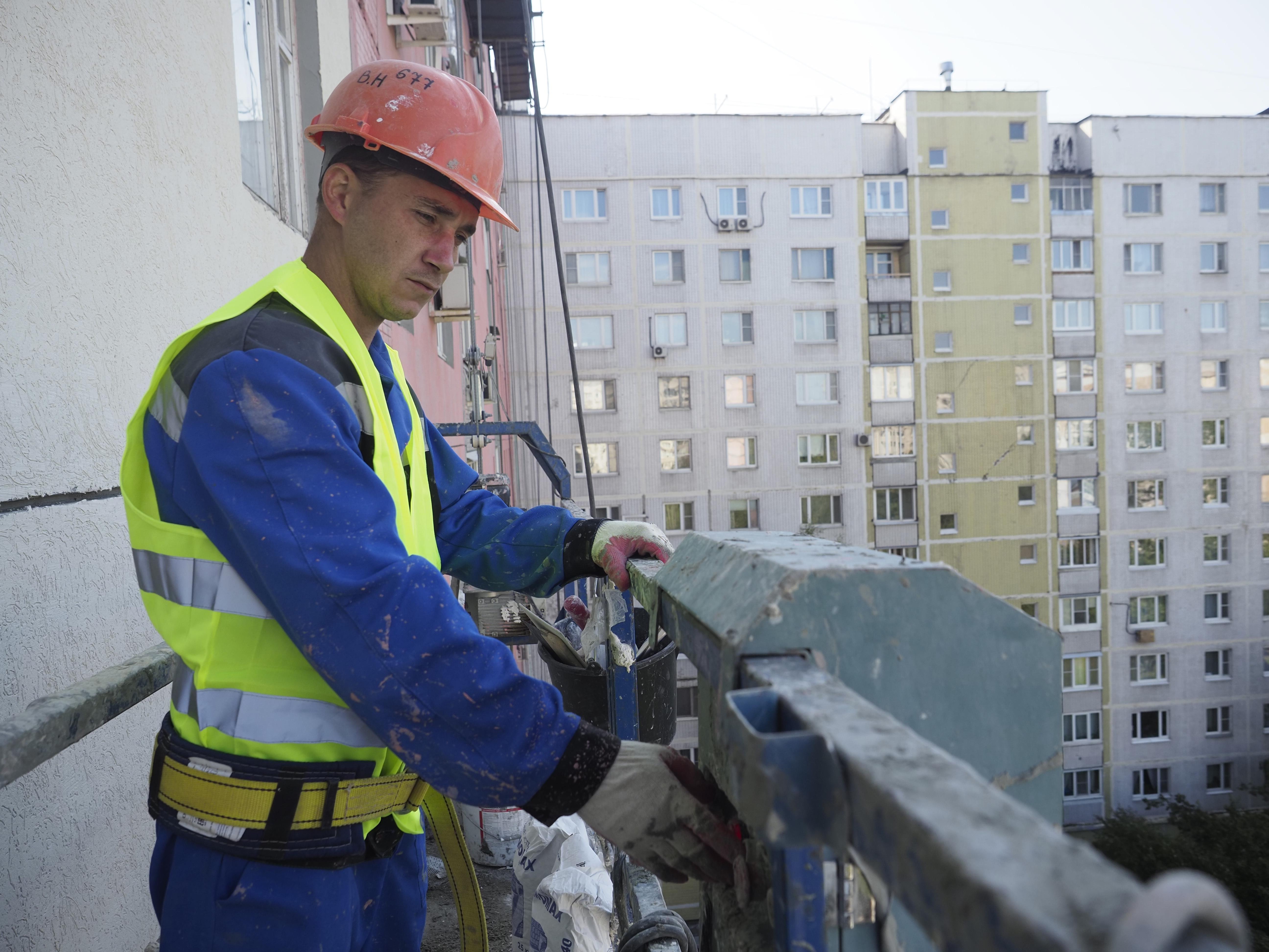Фасад жилого дома в Десеновском привели в надлежащее состояние