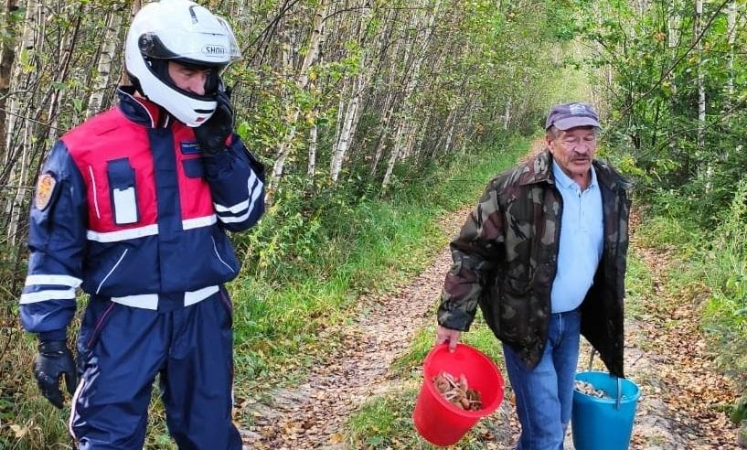 Заблудившегося в лесу жителя Кленовского нашли спасатели
