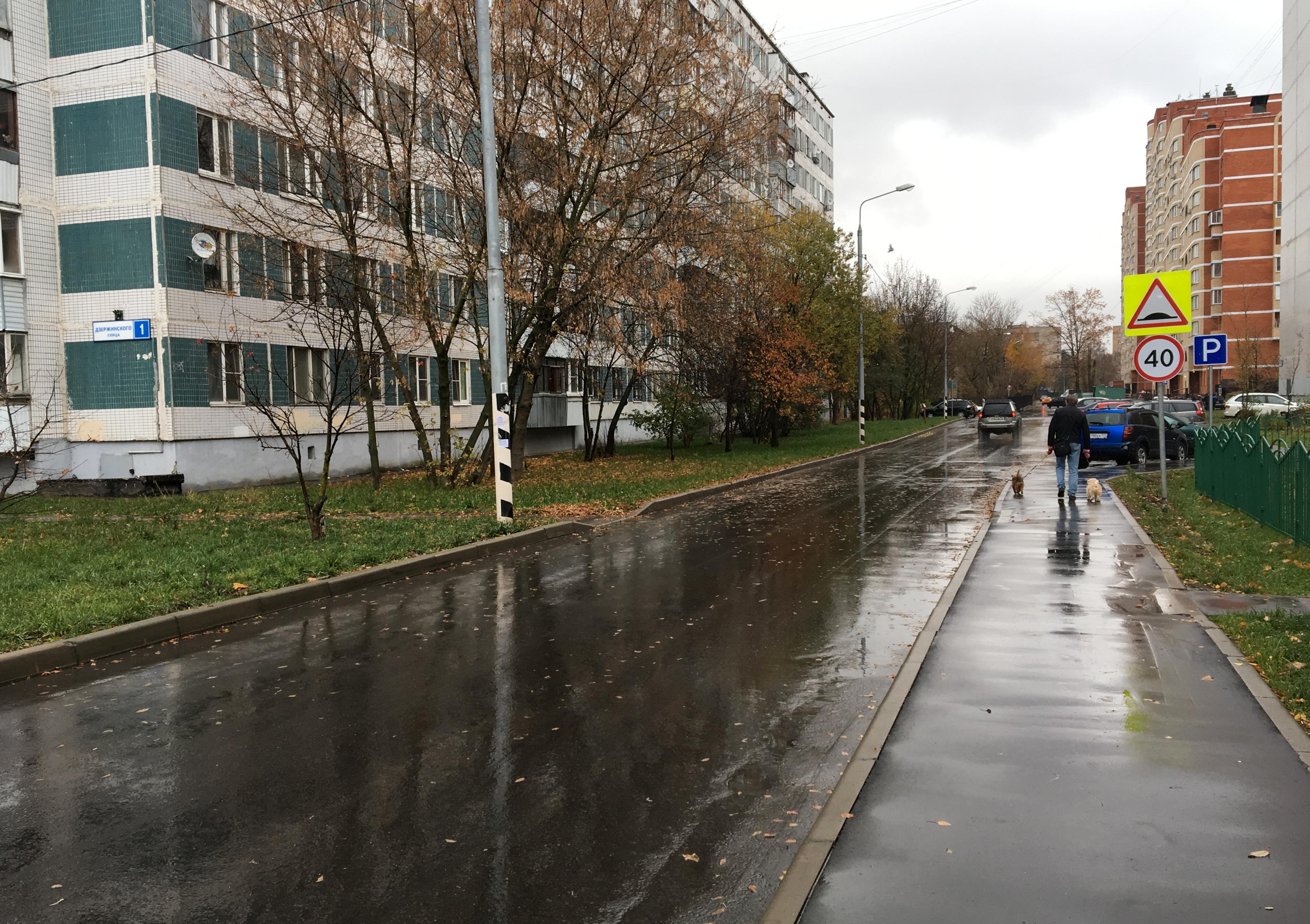 Парковки, газон и детские площадки: в Кокошкине завершили комплекс работ по благоустройству
