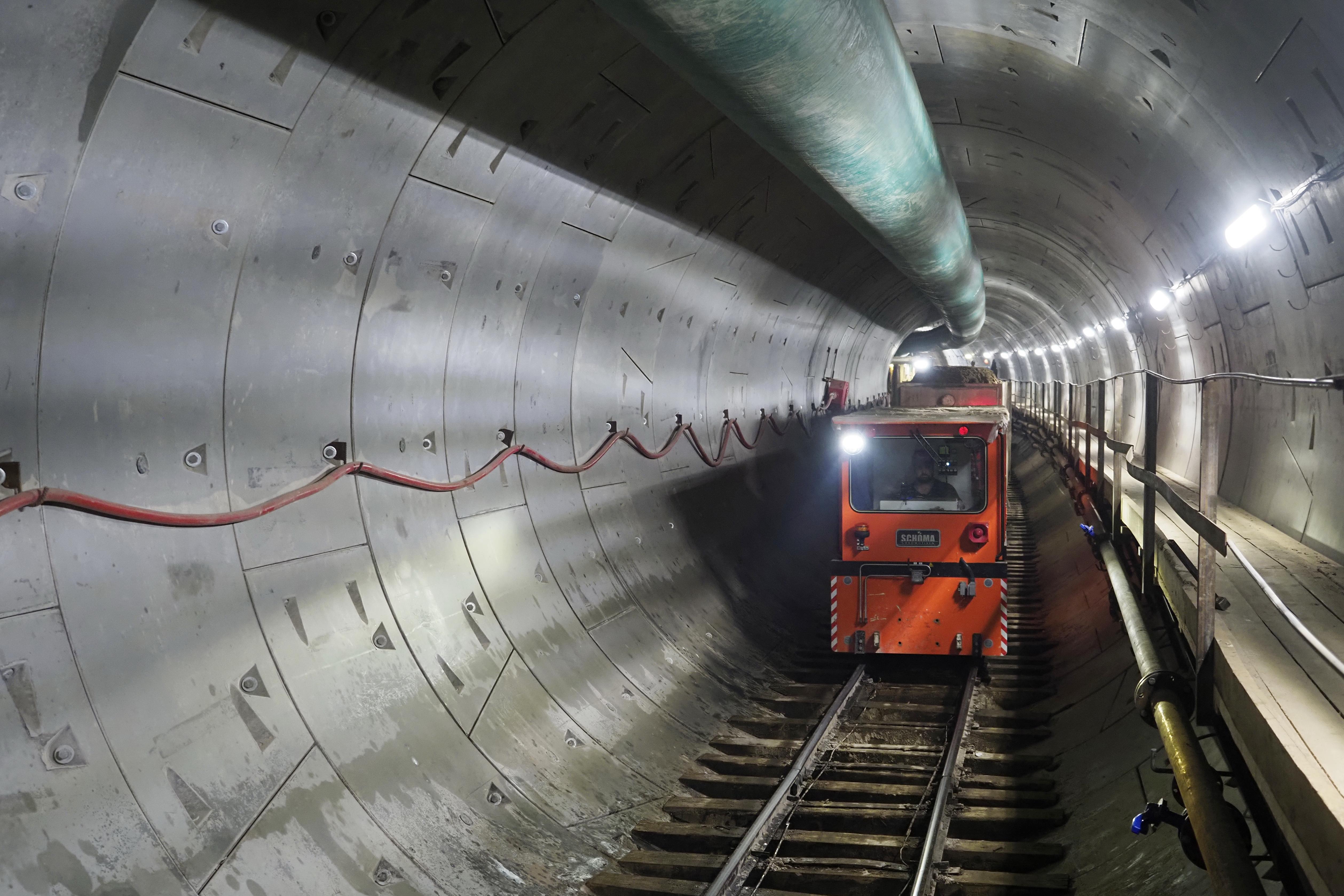 Сотрудники проложили 28 километров тоннелей в метрополитене