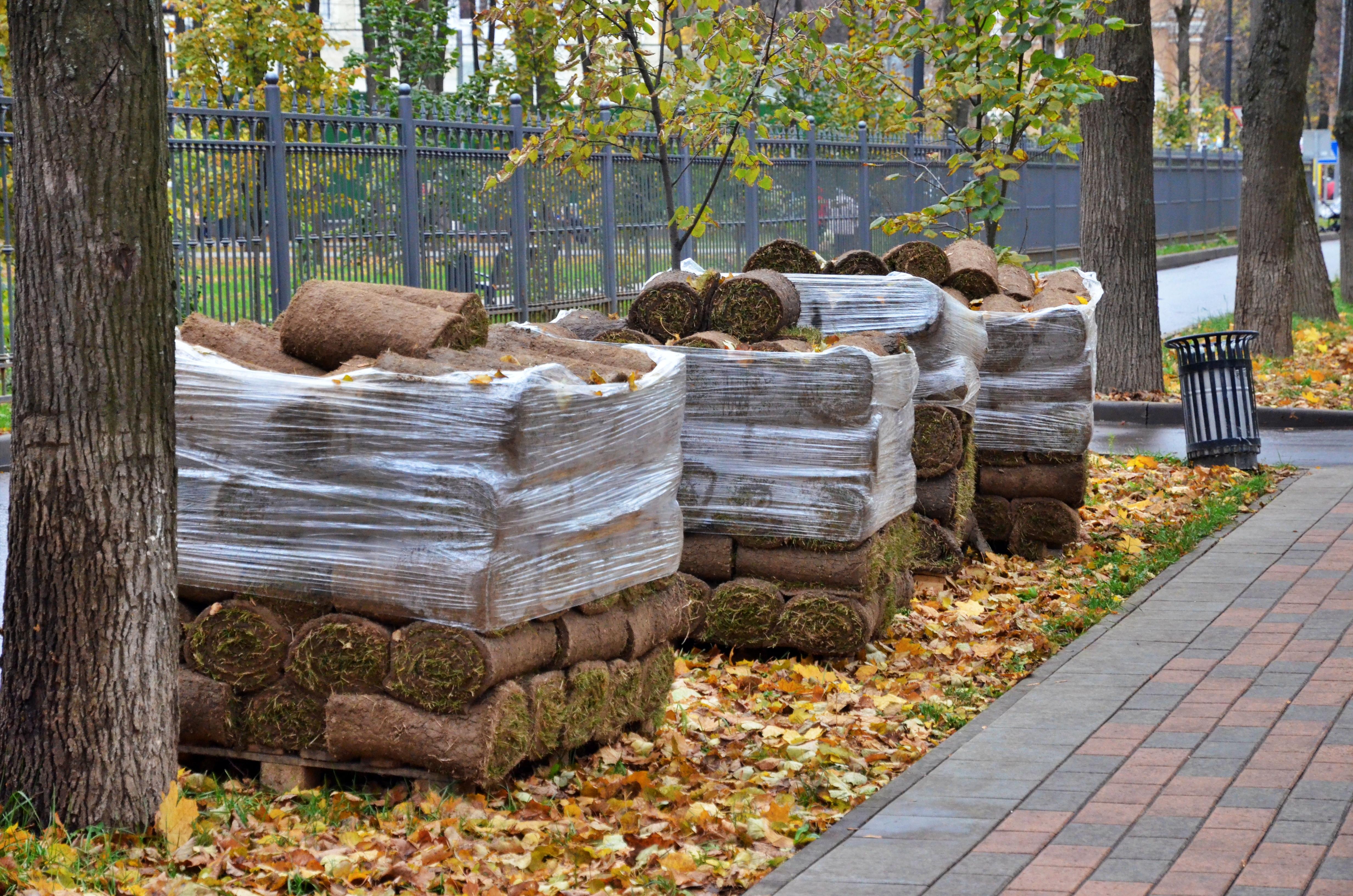 Искусственное покрытие положат на спортивной и универсальной площадках в Кленовском