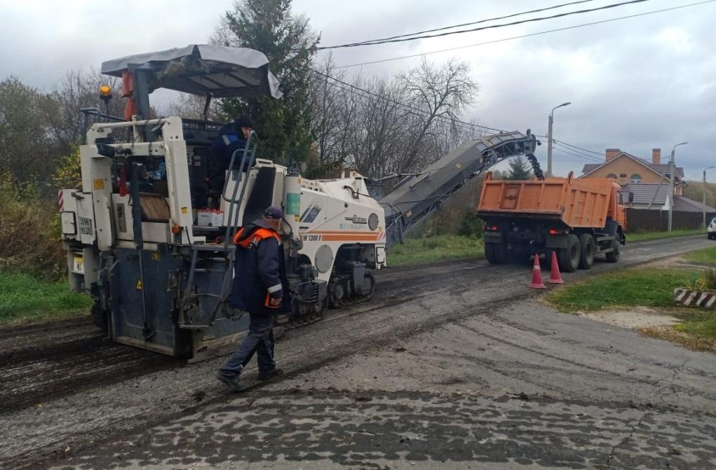 Участки дорожного полотна обновят в поселении Кленовское