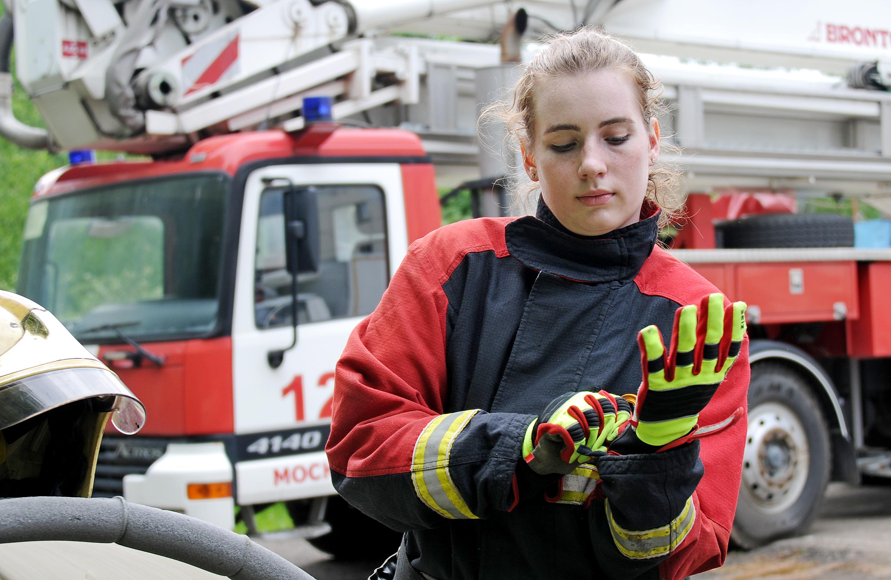 Спасатели из Новой Москвы освободили запертую женщину
