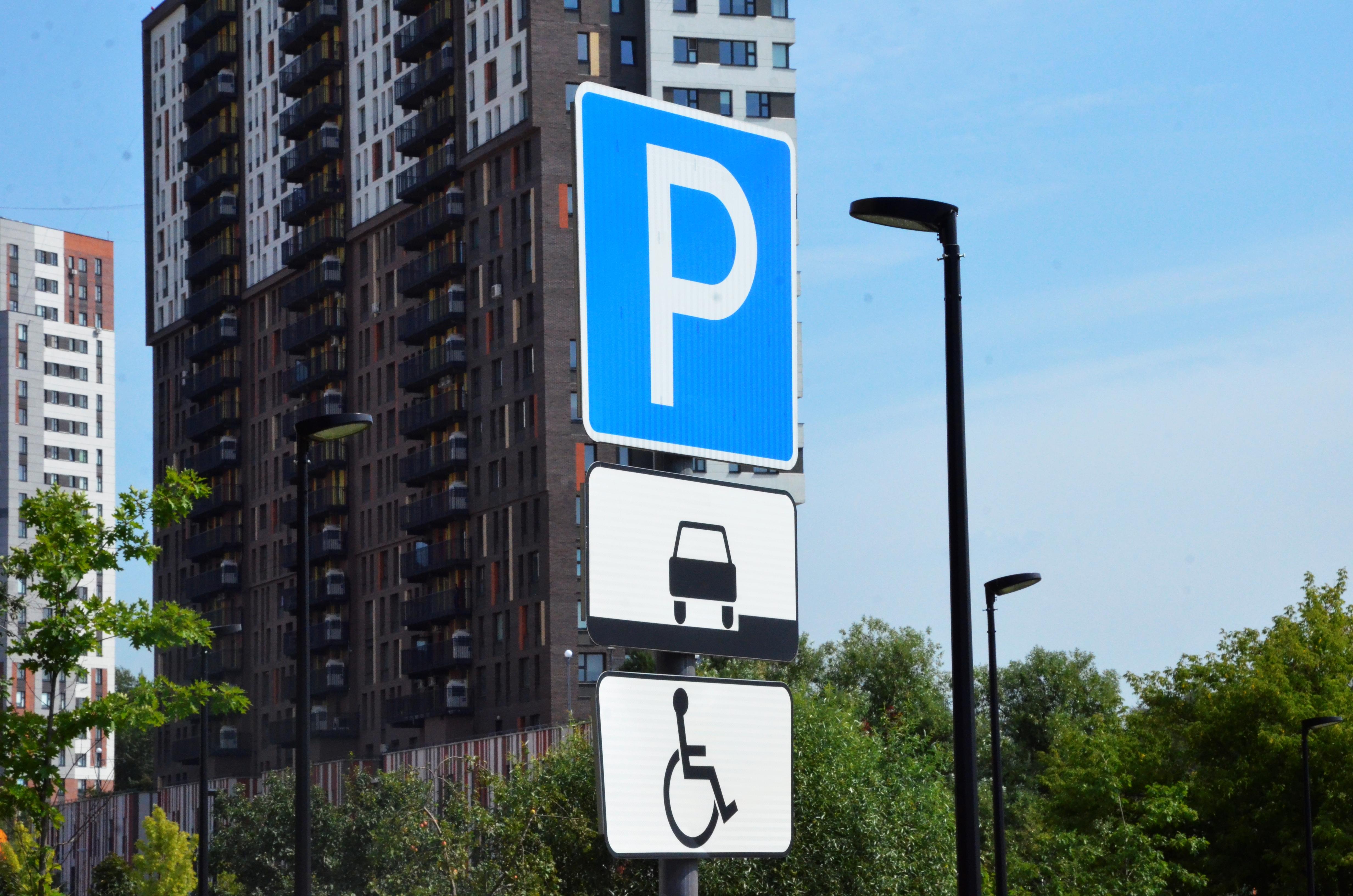 Доступная среда: новые парковочные места для людей с ограниченными возможностями здоровья появились в Марушкинском