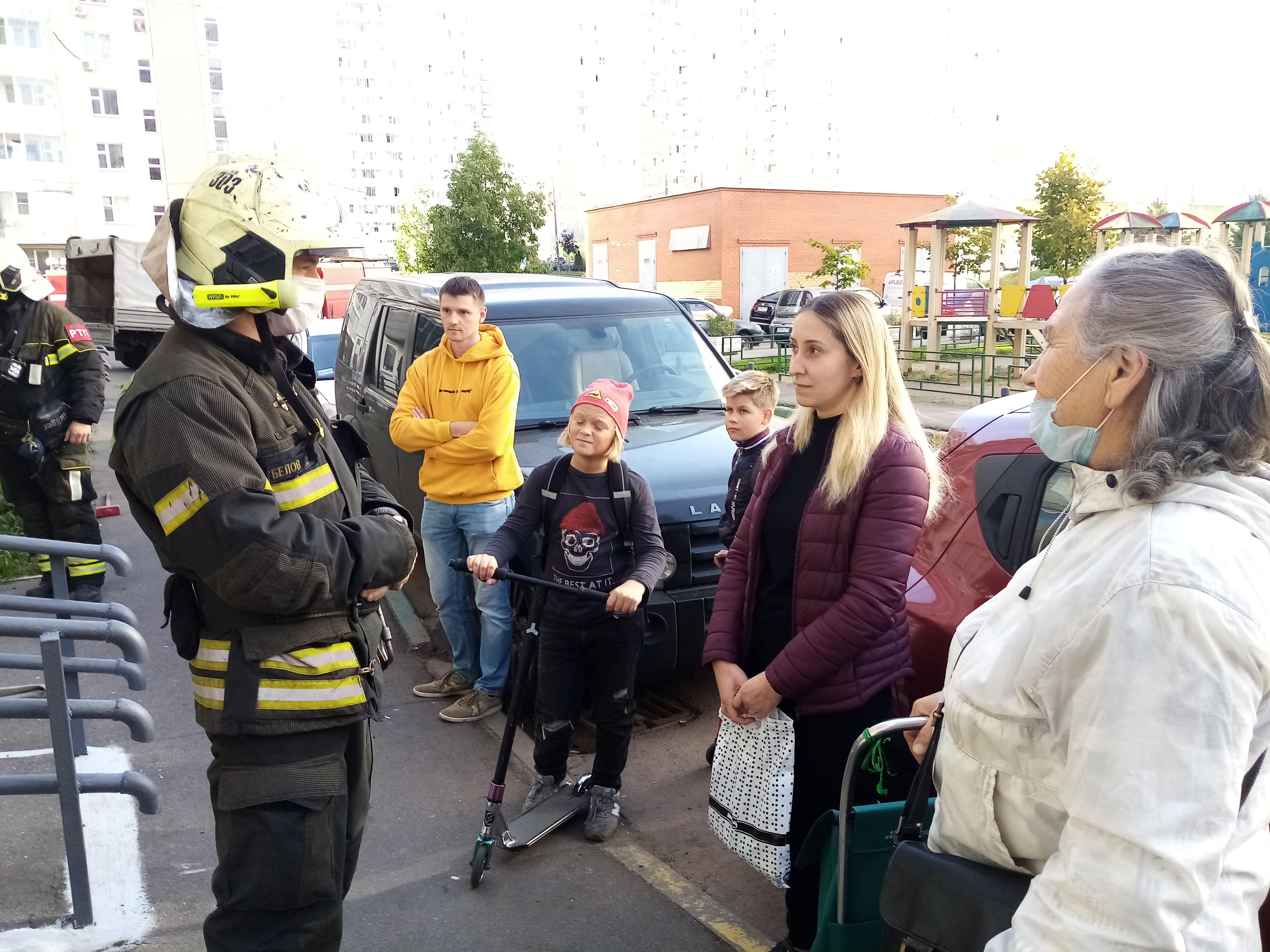 Пожарные рассказали жителям шести поселений Новой Москвы о безопасности