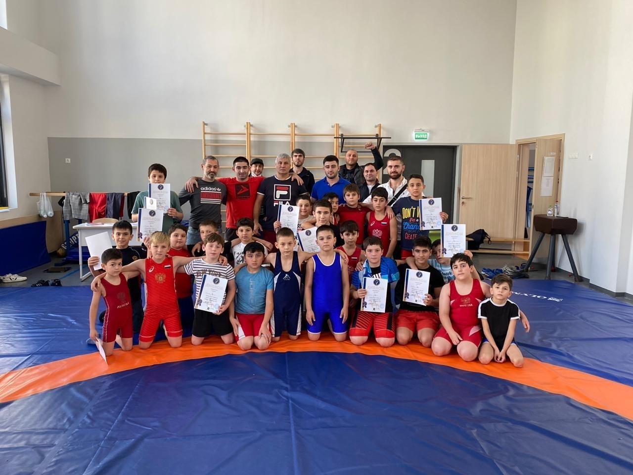 Представители Сосенского центра спорта взяли призовые места на соревнованиях по вольной борьбе