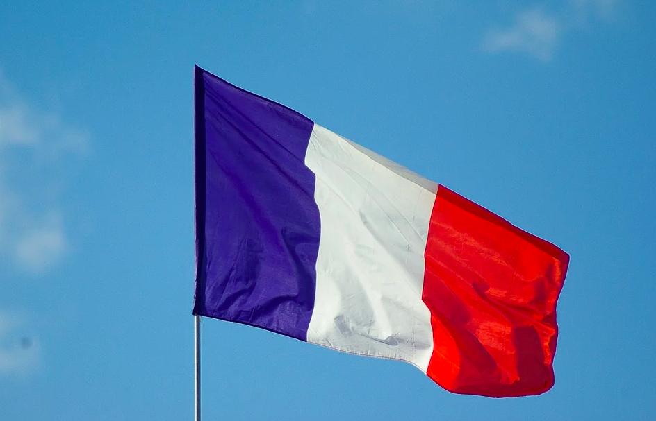 Во Франции могут продлить режим ЧС из-за COVID-19