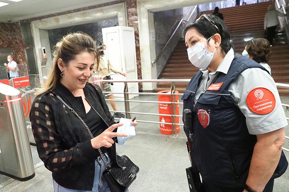 Почти 100 процентов пассажиров носят маски в метро
