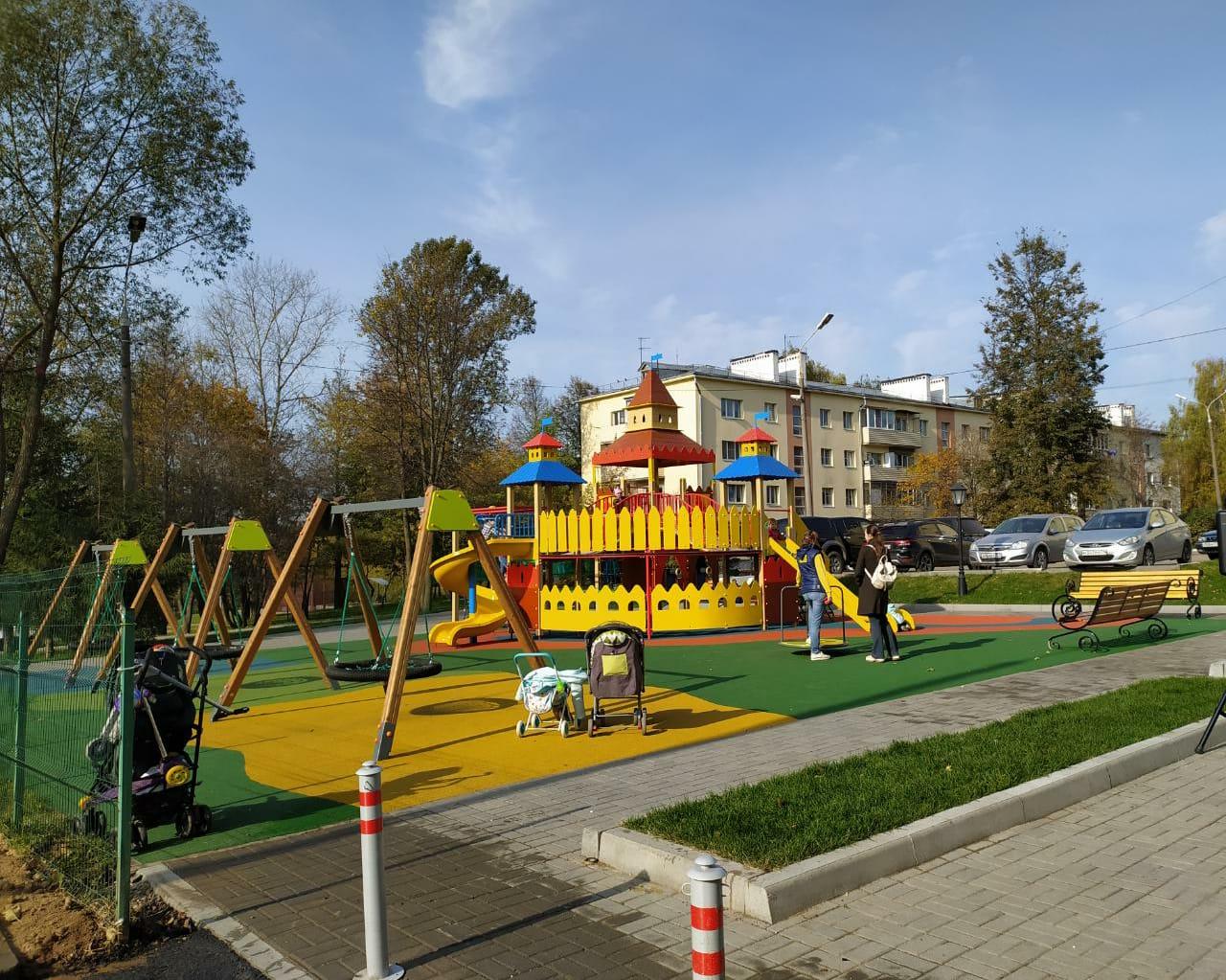 Все для отдыха: комплексное благоустройство придомовой территории завершили в Краснопахорском
