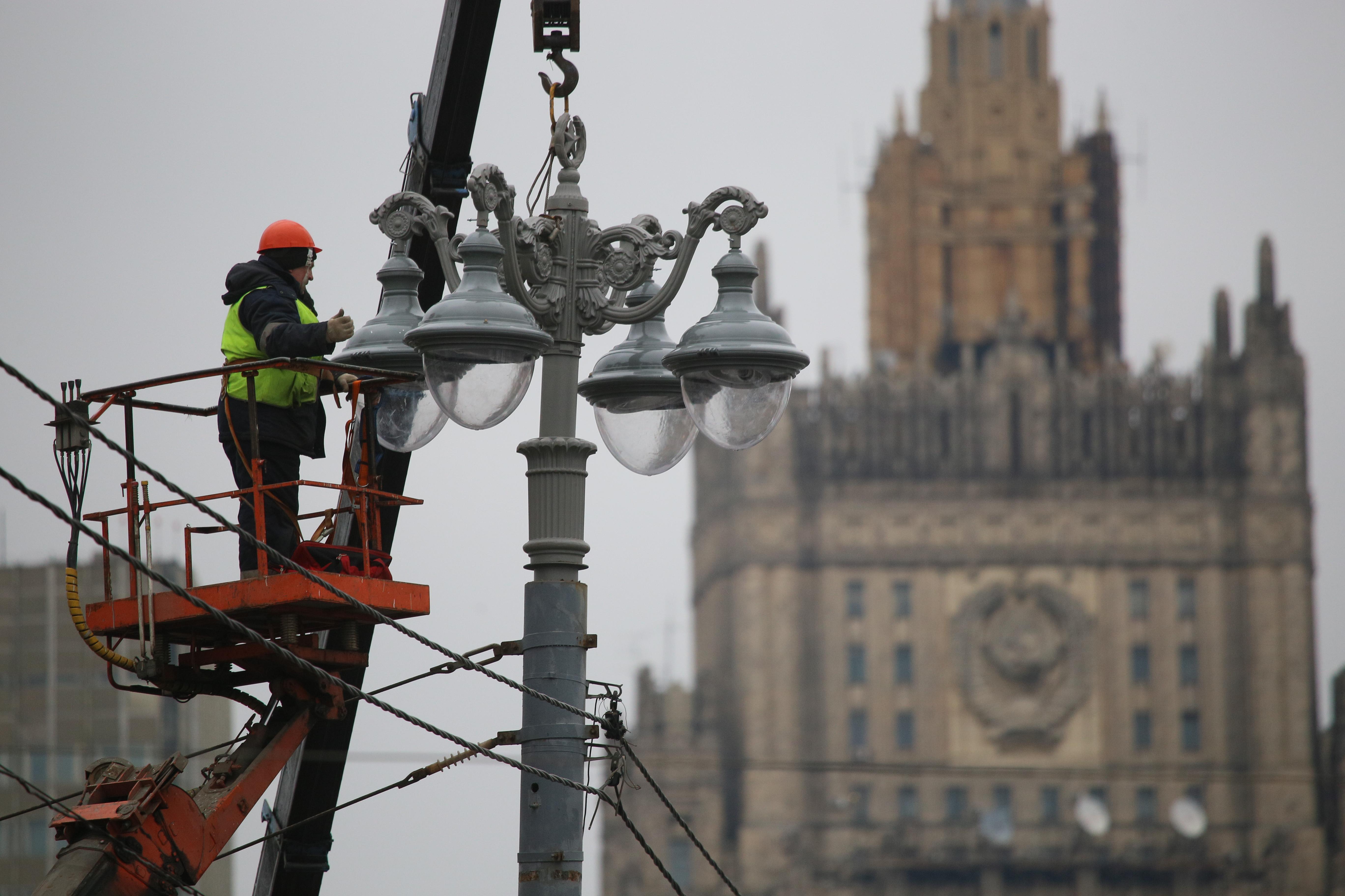 Москва перевела фонари на зимний режим