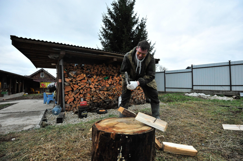 Московские дачники получили более двух тысяч грузов с дровами