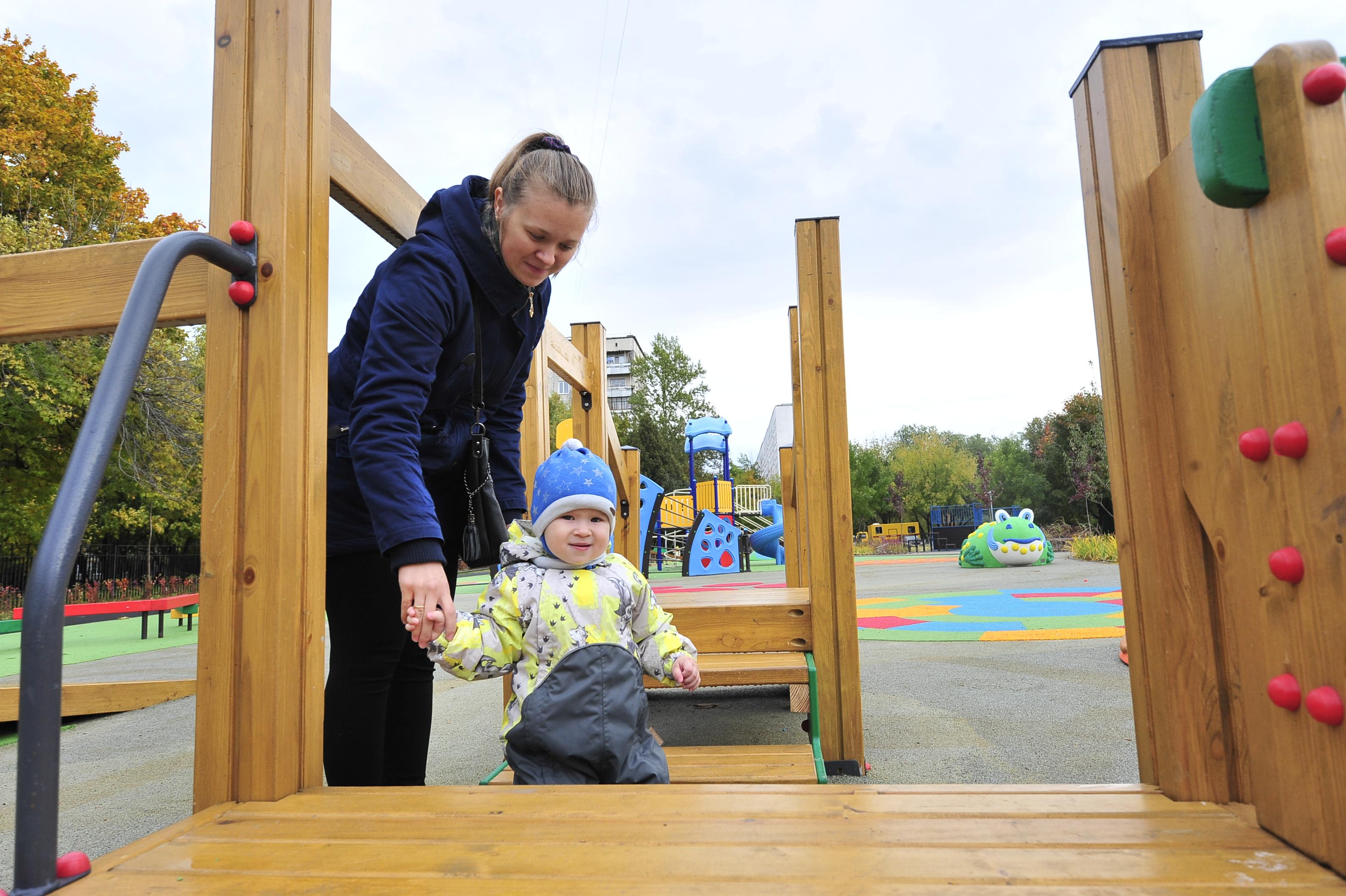 Современные детские площадки обустроили в Новофедоровском