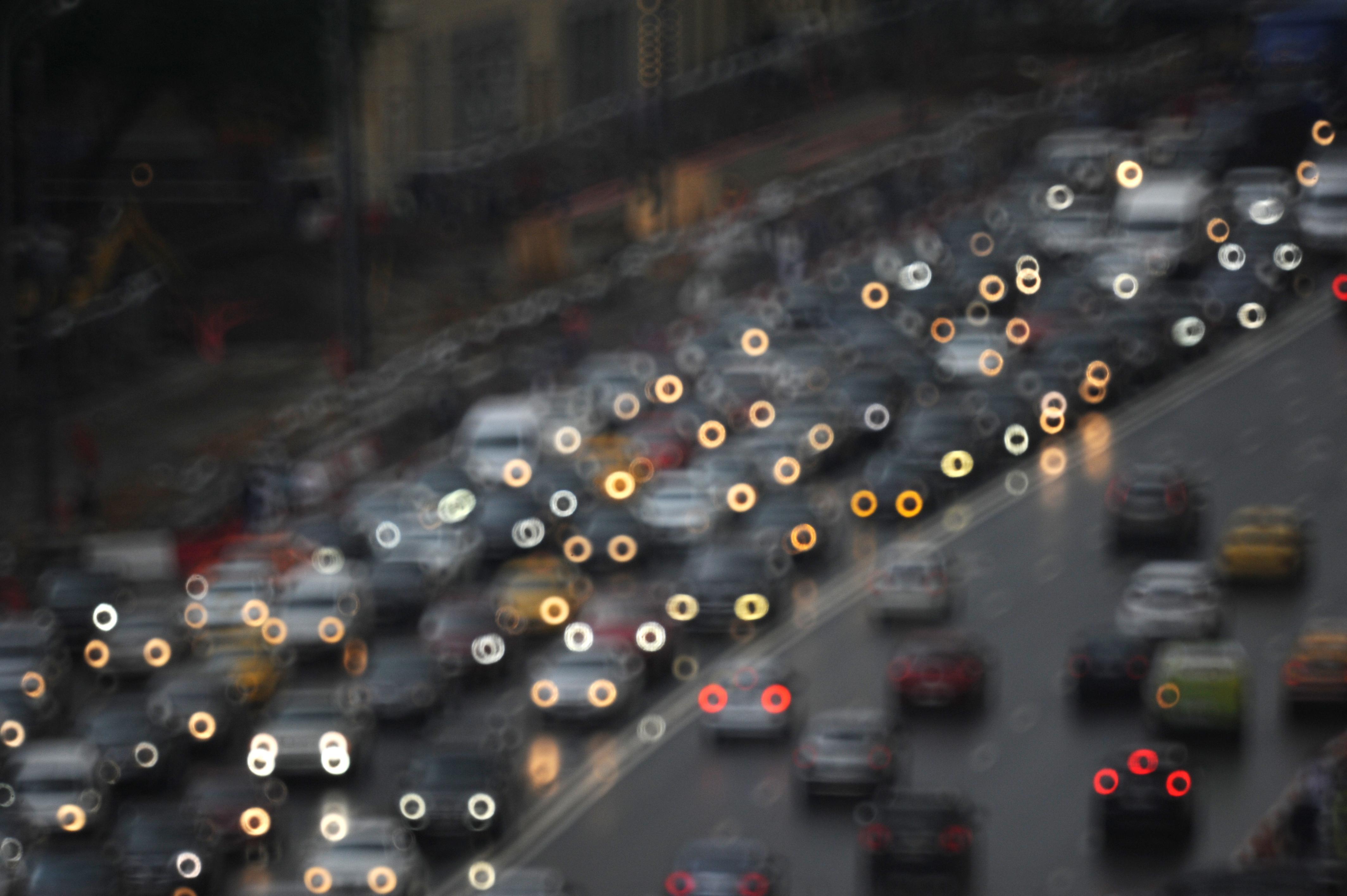 Московских водителей предупредили о пробках до восьми баллов