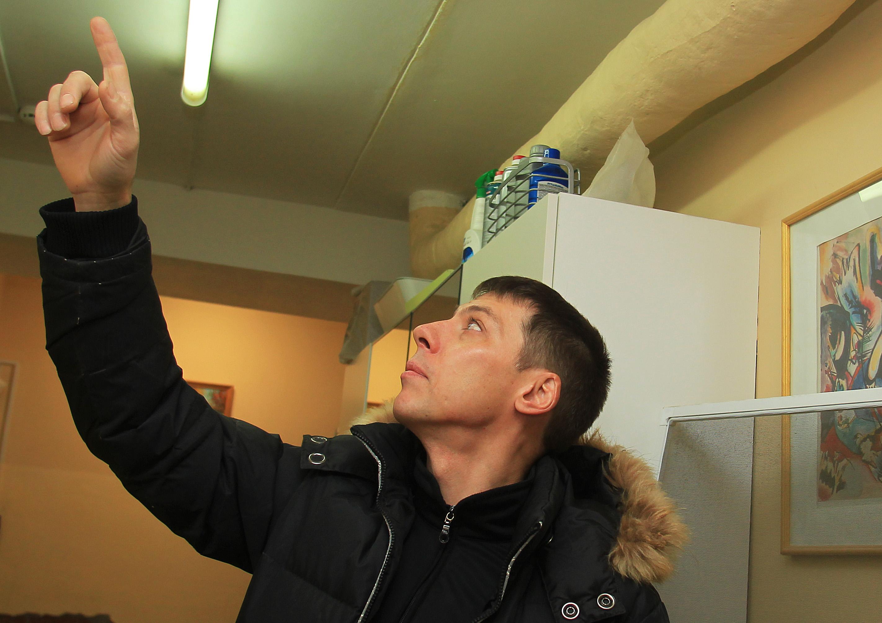 Крышу жилого дома в Кокошкине ждет ремонт