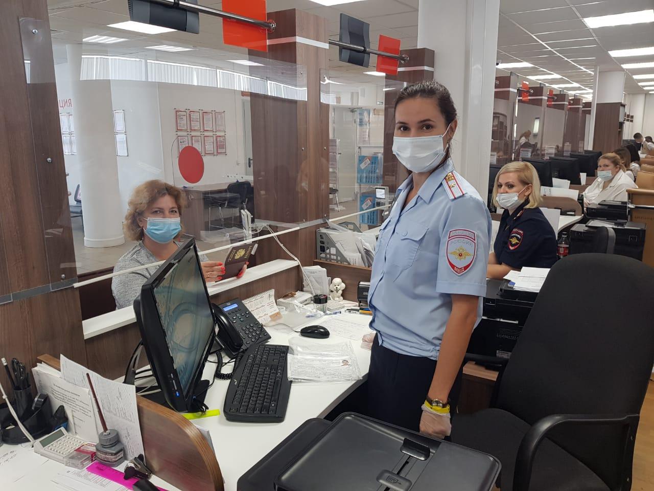 Общественник УВД по ТиНАО посетил отделение по вопросам миграции МО МВД «Троицкий»