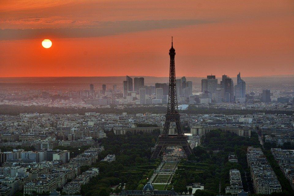 Франция на самоизоляции минимум до 1 декабря из-за распространения COVID-19