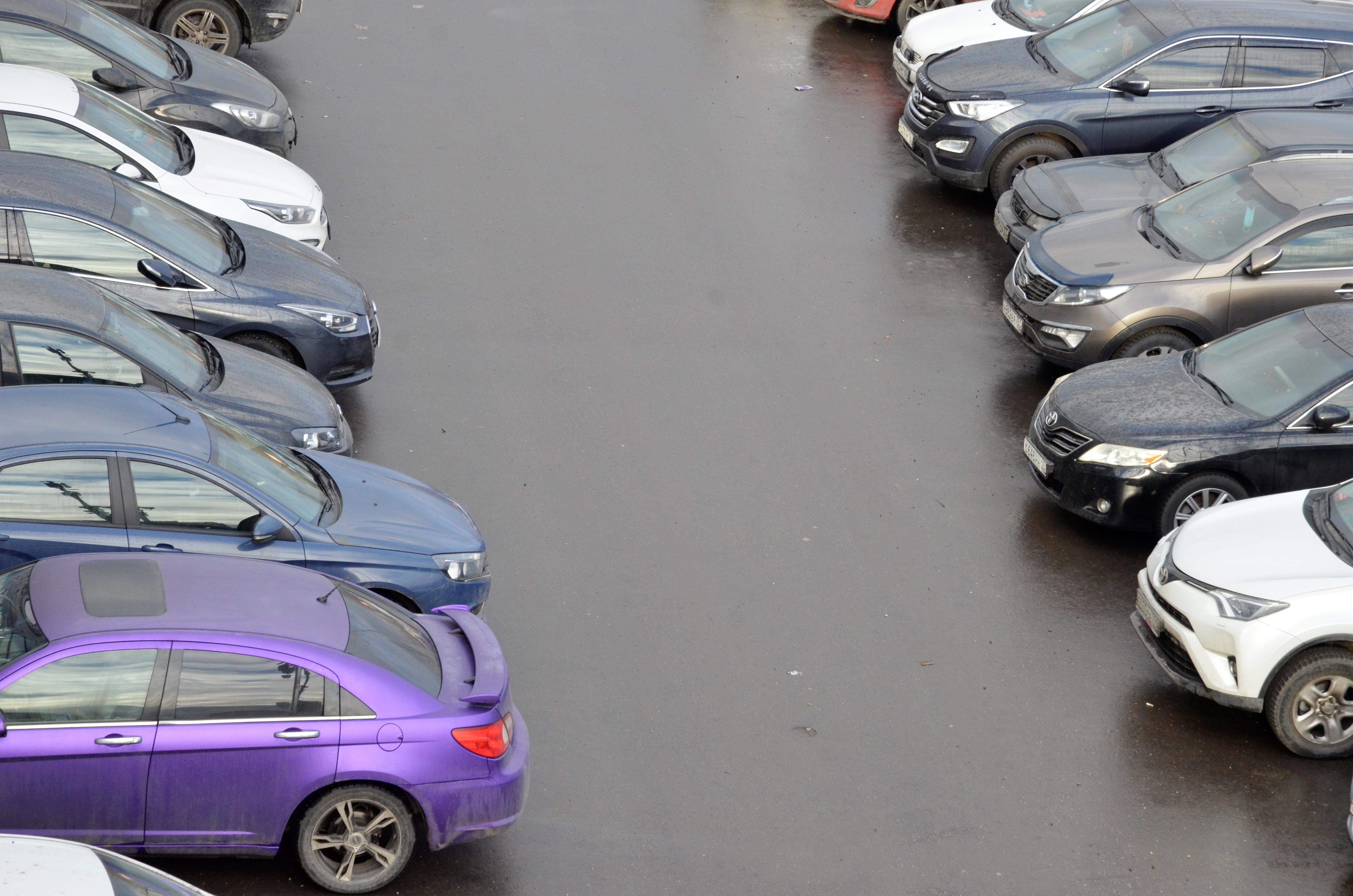 Работу парковки со шлагбаумом восстановили в Сосенском