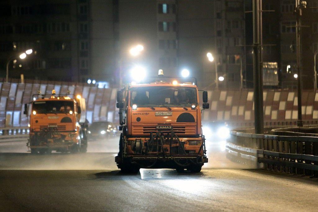 Коммунальщики Москвы приступили к противогололедной обработке