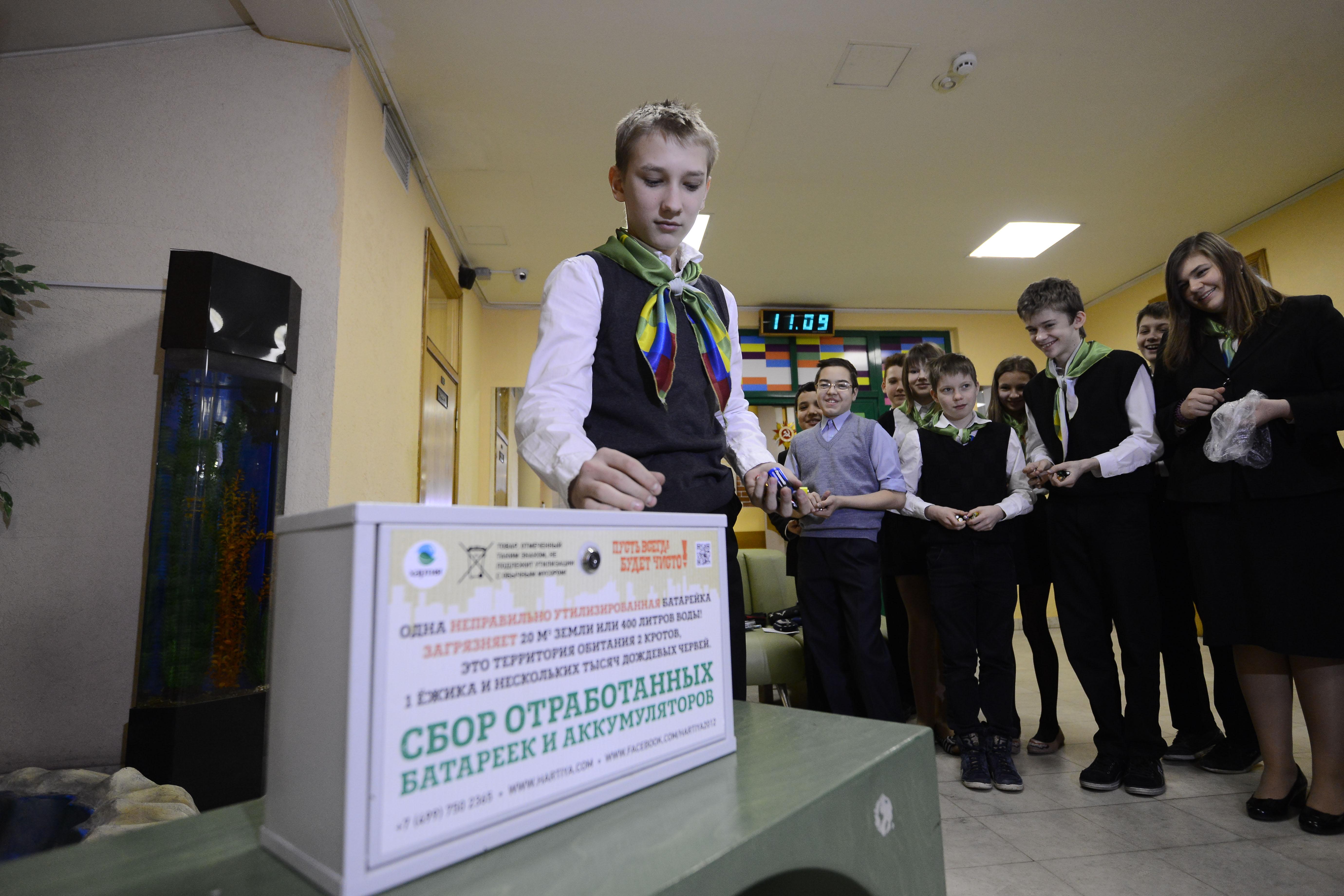 Школьники из Московского передали 100 килограммов батареек на переработку в рамках акции «Экозабота»