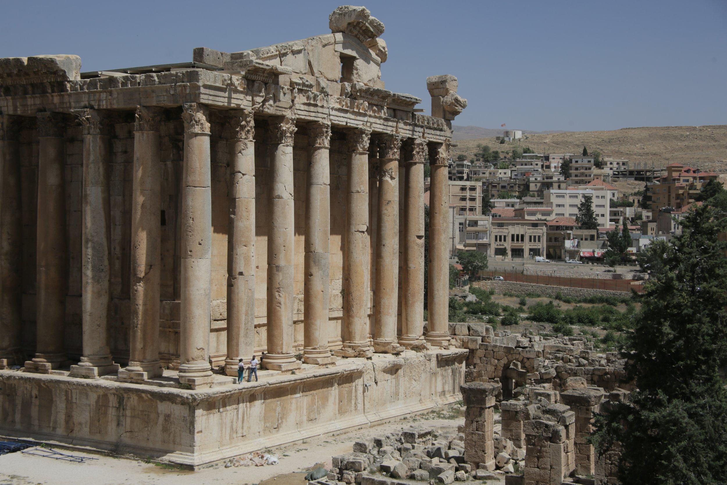 В Ливане из-за ситуации с COVID-19 до декабря вводится повторный локдаун