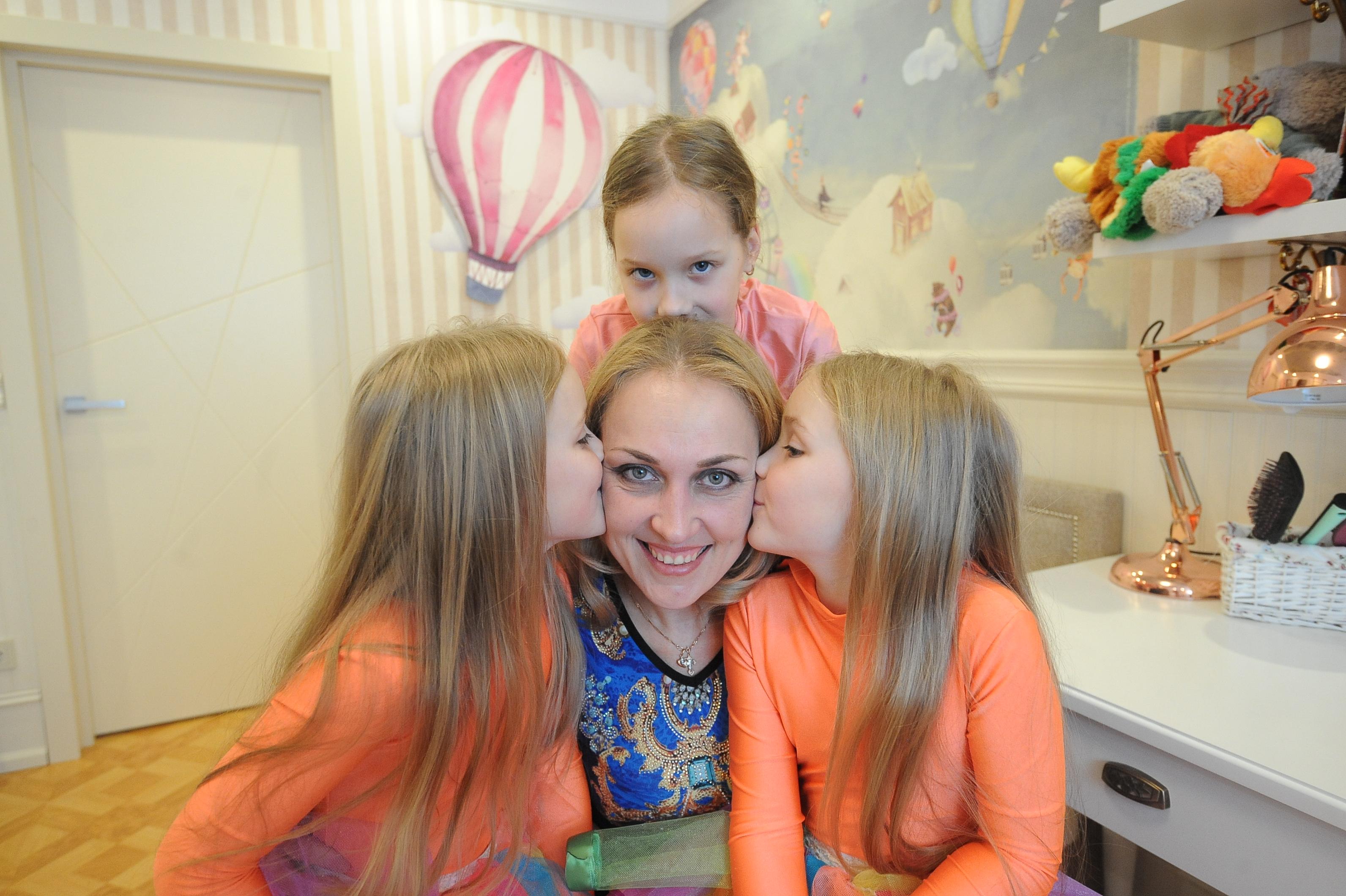 Москвичей пригласили создать видеоткрытки ко Дню матери