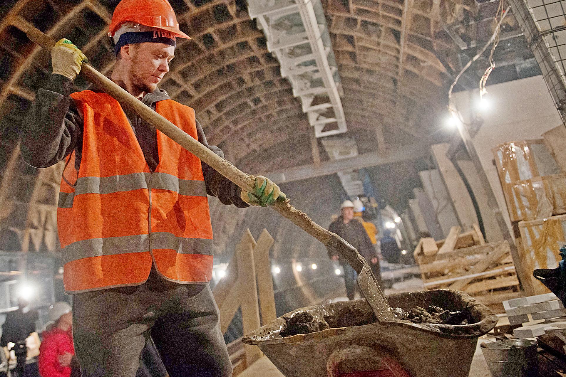 Специалисты забетонировали часть секций нового тоннеля в Московском