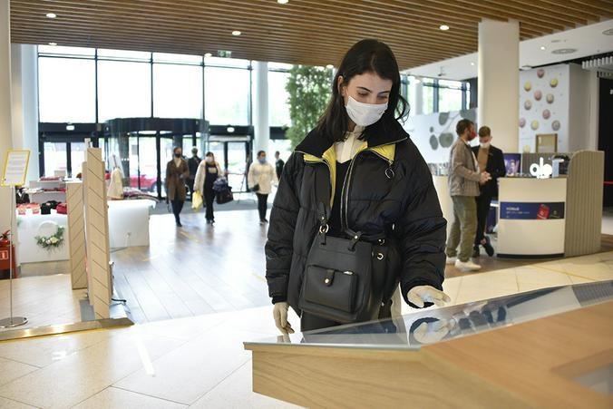 В торговых центрах САО за день выявили почти 70 нарушителей масочного режима