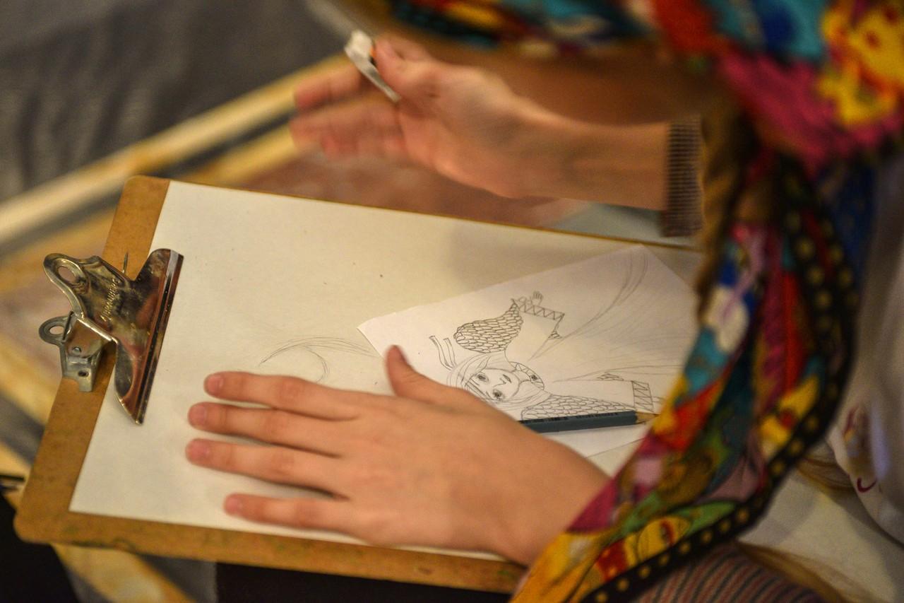 Необычную технику рисования покажут жителям Первомайского