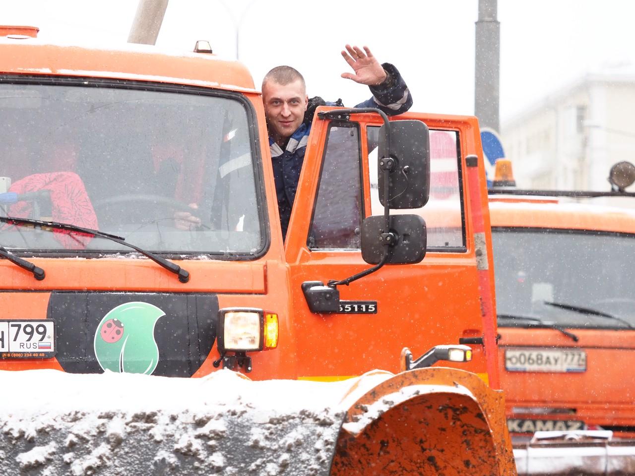 Городские службы ликвидируют последствия снегопада в Москве