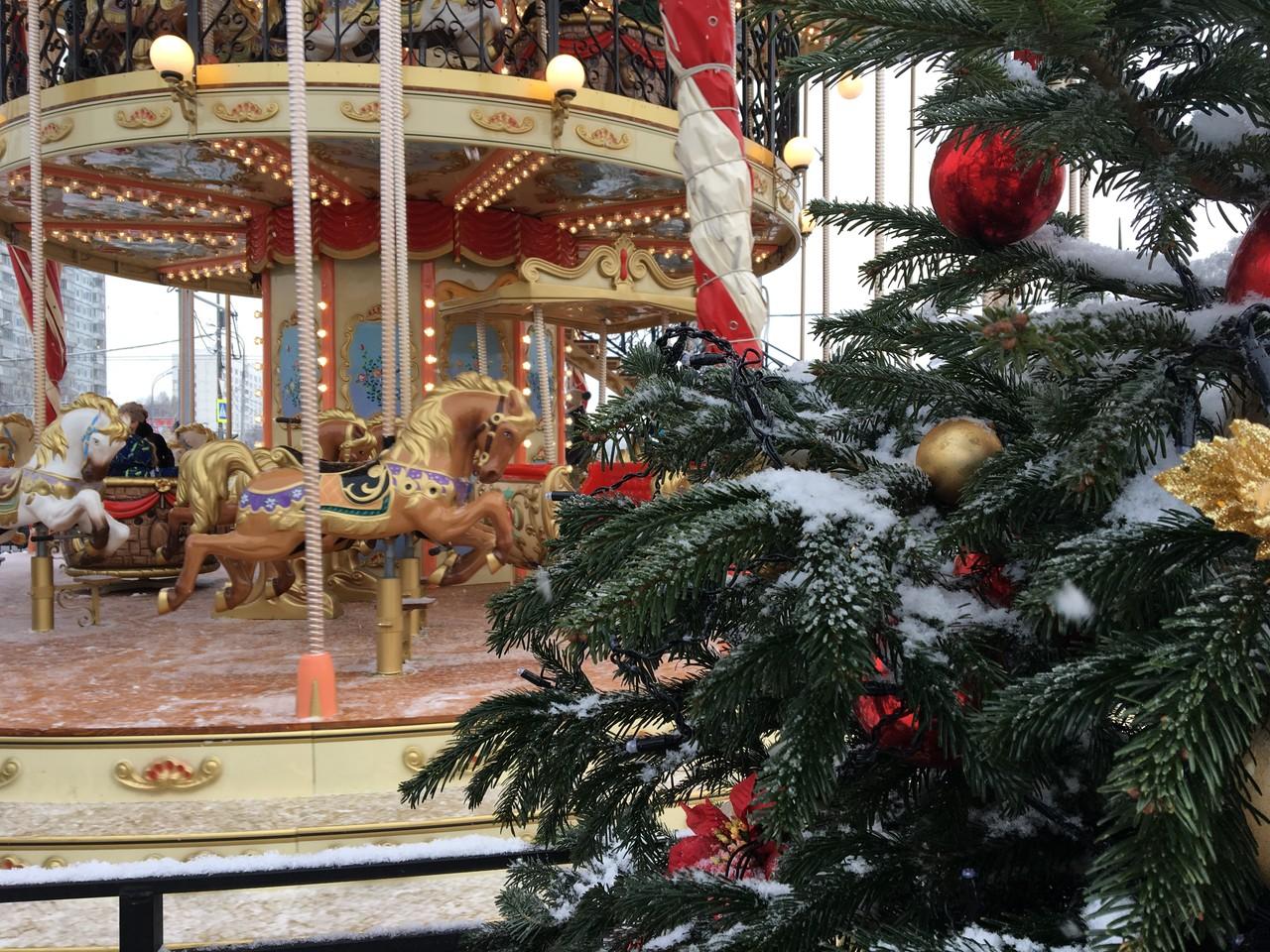 Время чудес: территорию Новой Москвы украсили к Новому году