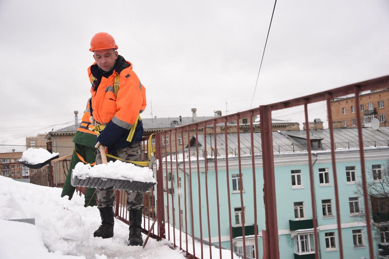 Работали представители подрядных и управляющих организаций. Фото: Пелагия Замятина, «Вечерняя Москва»