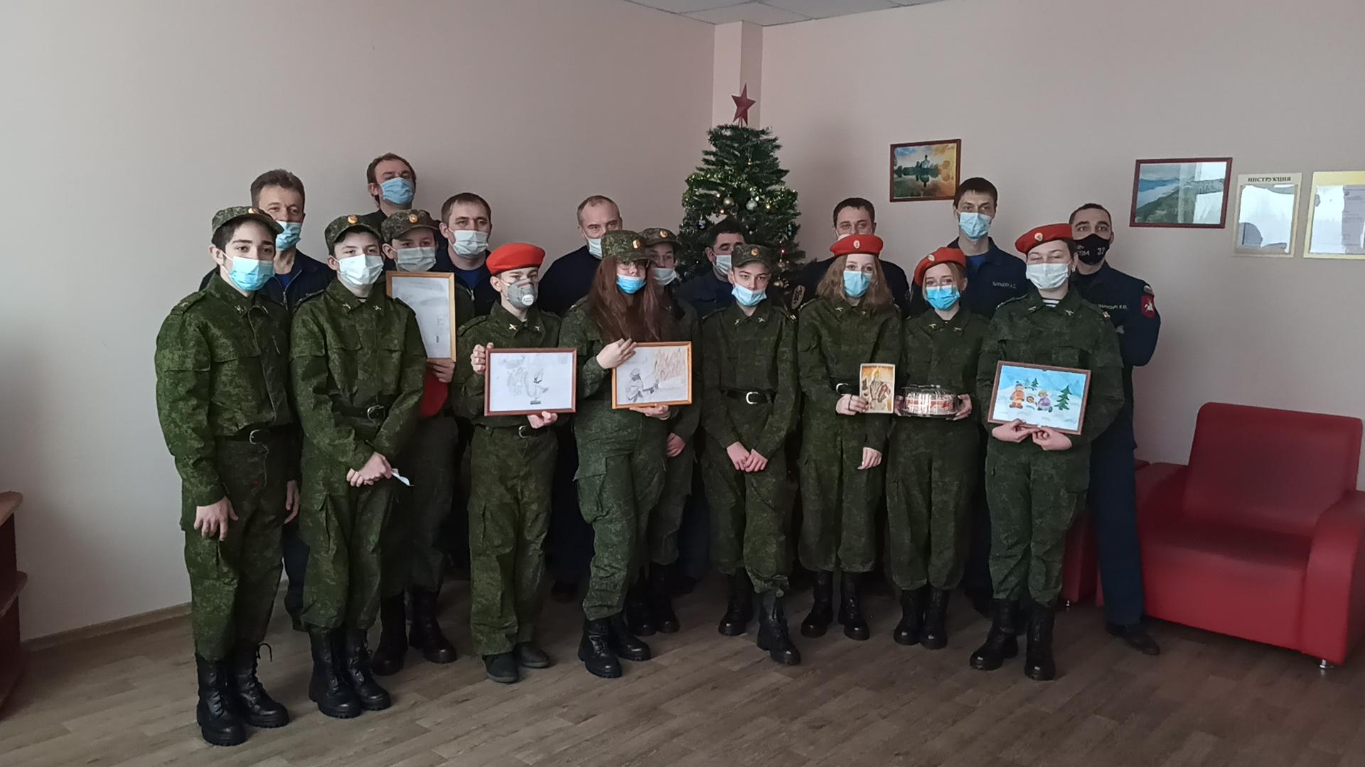 Кадеты из ТиНАО поздравили огнеборцев с Днем спасателя РФ