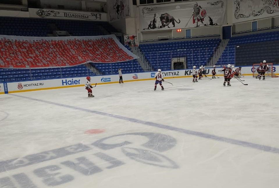 Юные хоккеисты из Кленовского и Щербинки провели товарищеский матч