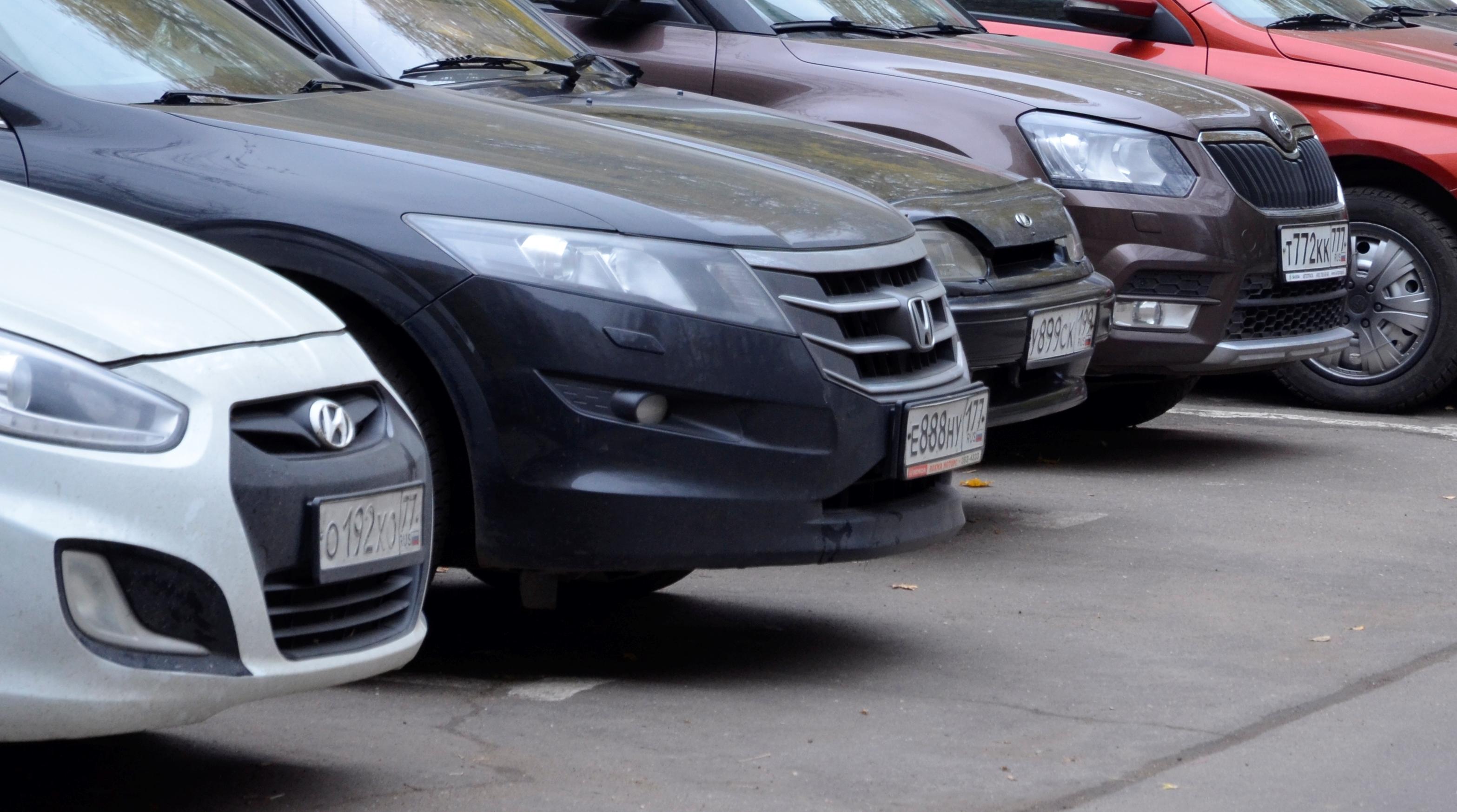 Новые парковочные места ввели в эксплуатацию в Михайлове-Ярцевском