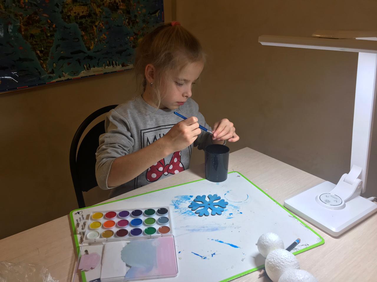 Урок рисования красками по стеклу подготовили в Первомайском