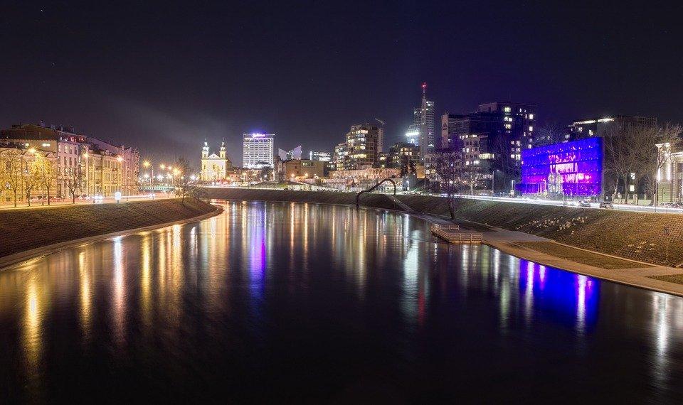 Правительство Литвы готово частично закрыть выезд за границу из-за коронавируса