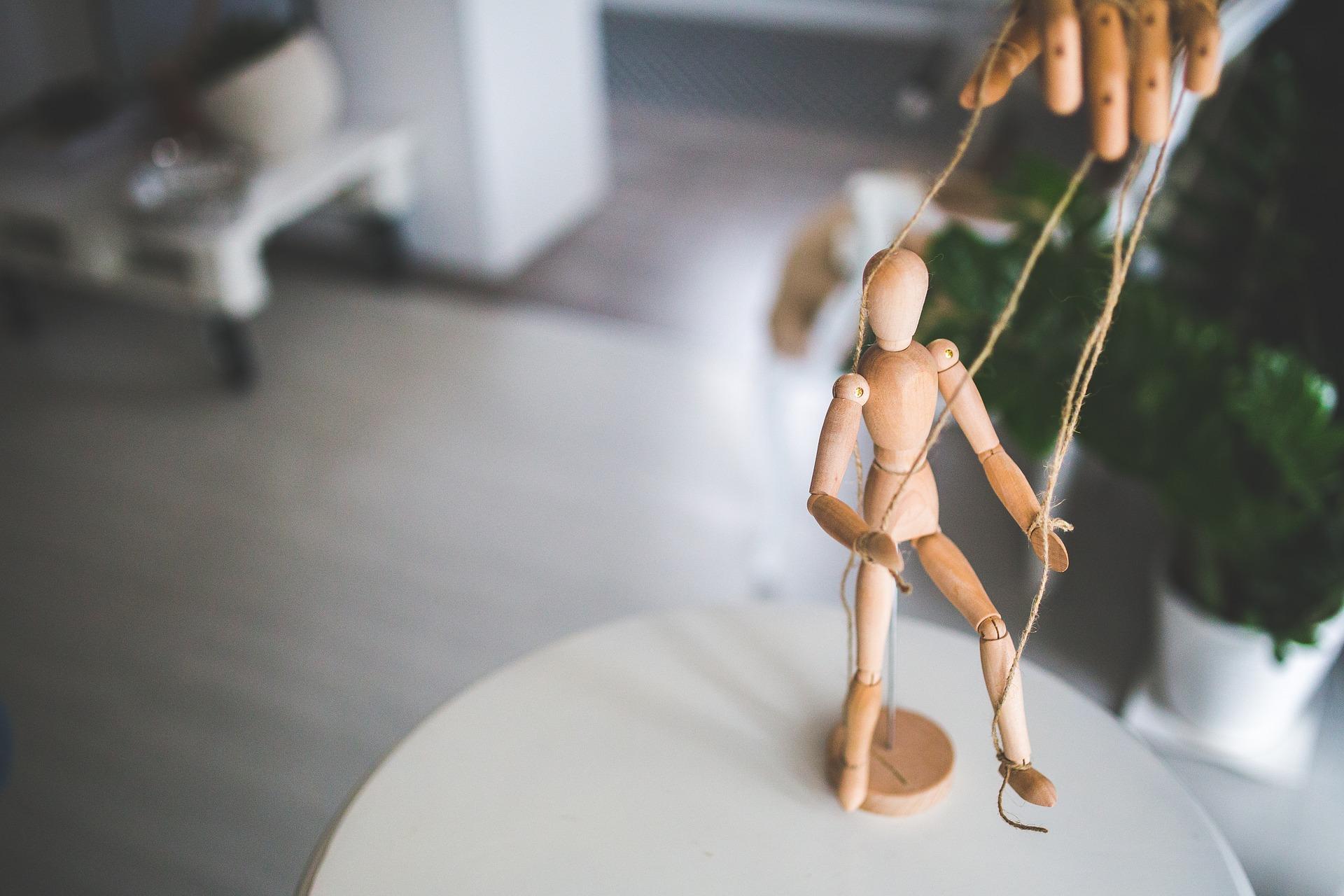 Декорации для кукольного театра подарили школе №2073