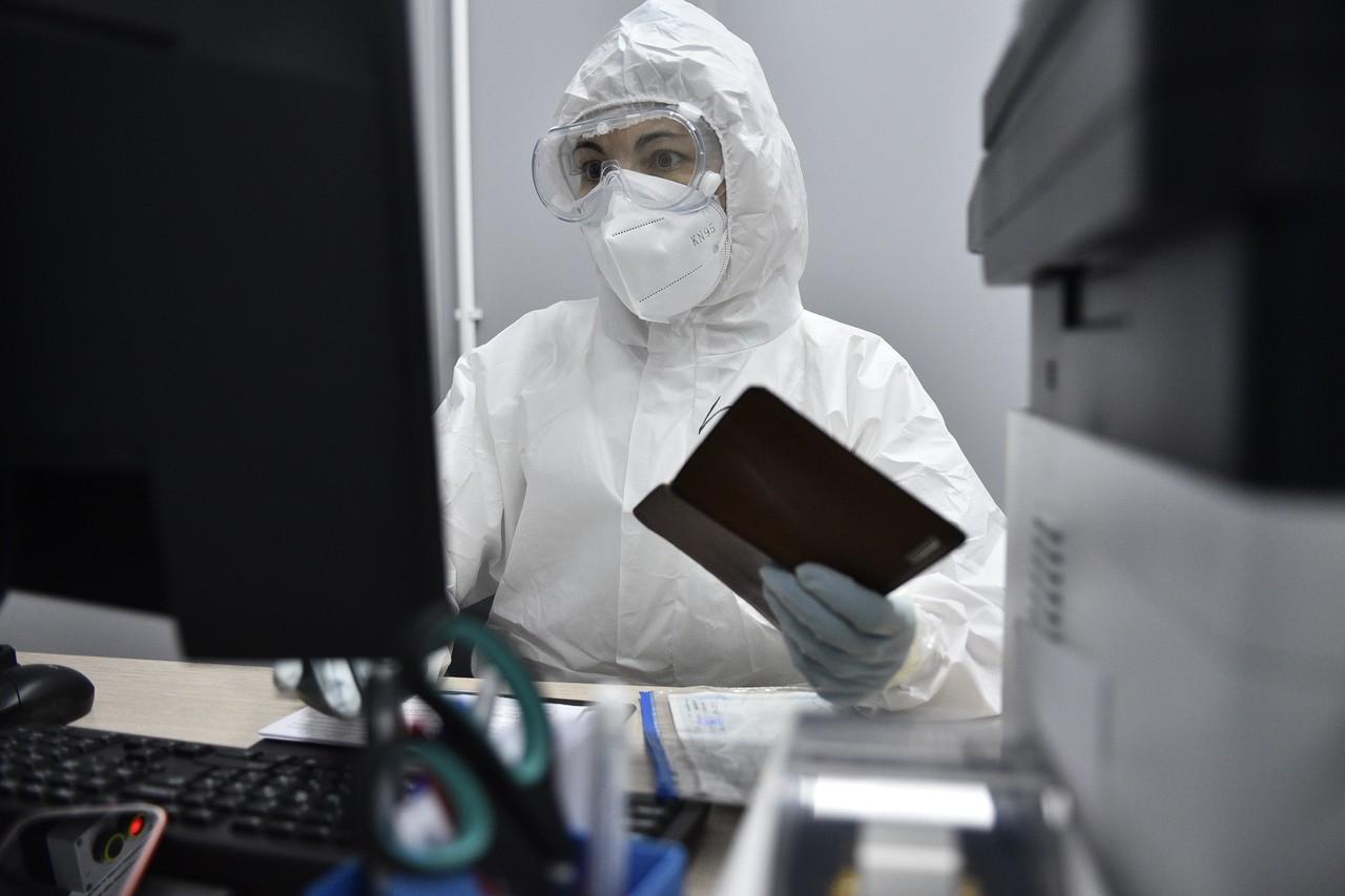 Оперштаб: свыше 24 000 случаев COVID-19 зарегистрировали в России за сутки. Фото: Пелагия Замятина, «Вечерняя Москва»