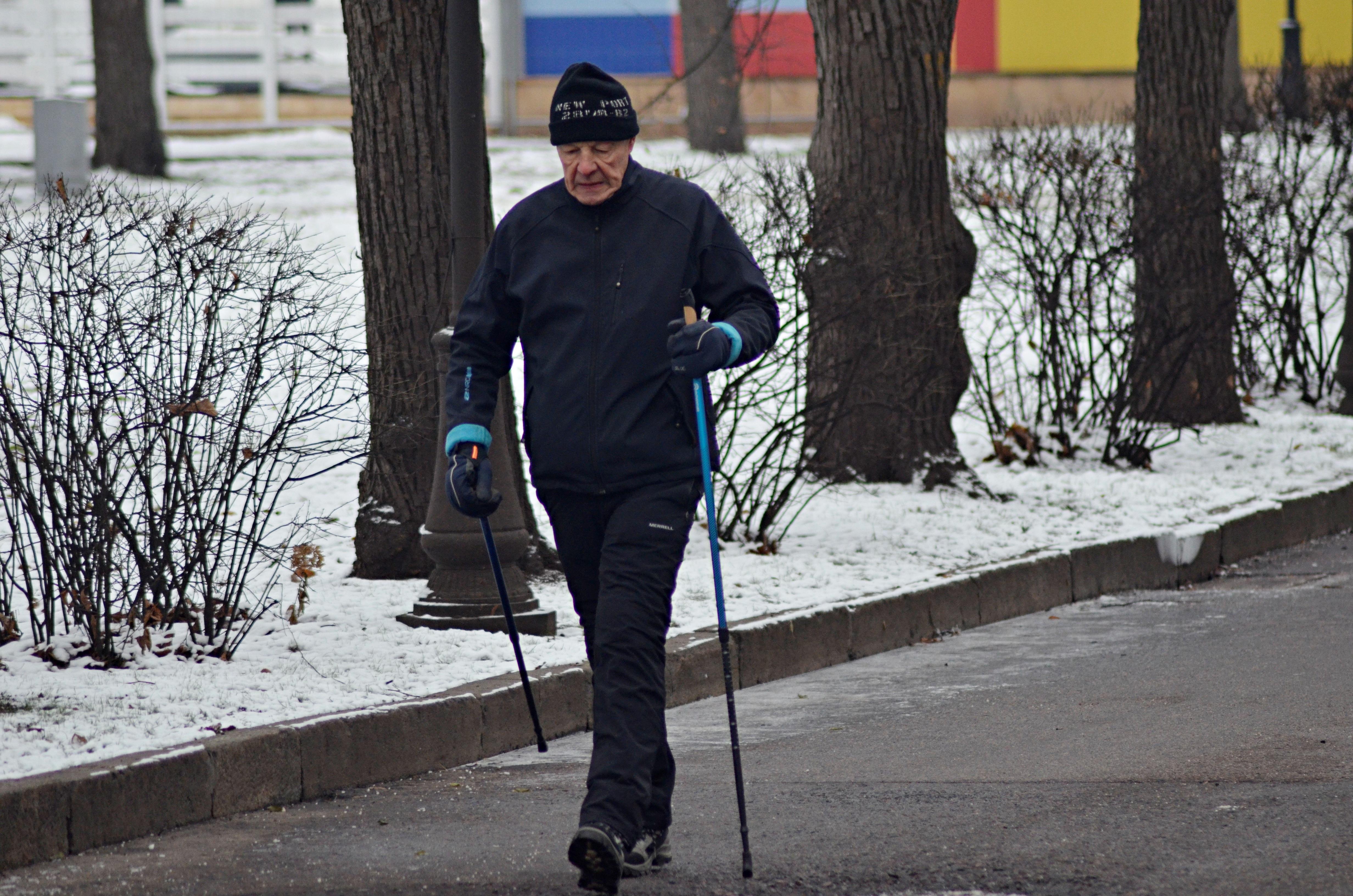 Уроки по занятию физкультурой на свежем воздухе подготовили в Сосенском центре спорта
