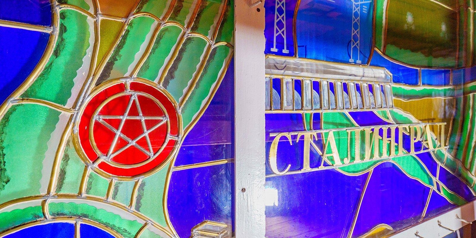 На ВДНХ завершили реставрацию витражей павильона №15