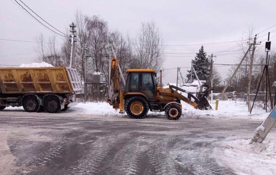 Специалисты расчистили поселение Роговское от снега